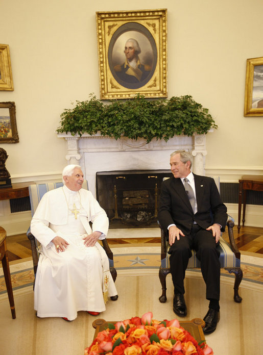 Benedictus XVI and Bush Oval Office 2008.jpg