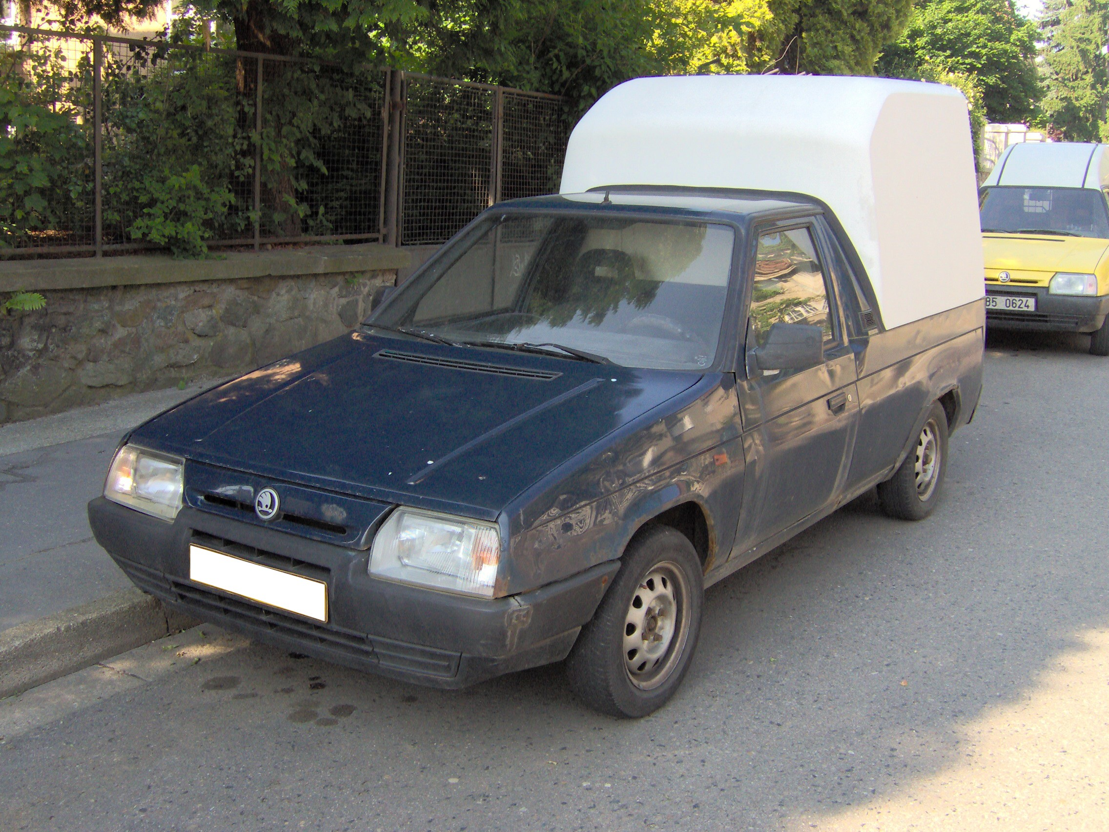 rusty old rubbish unsung heroes skoda favorit. Black Bedroom Furniture Sets. Home Design Ideas