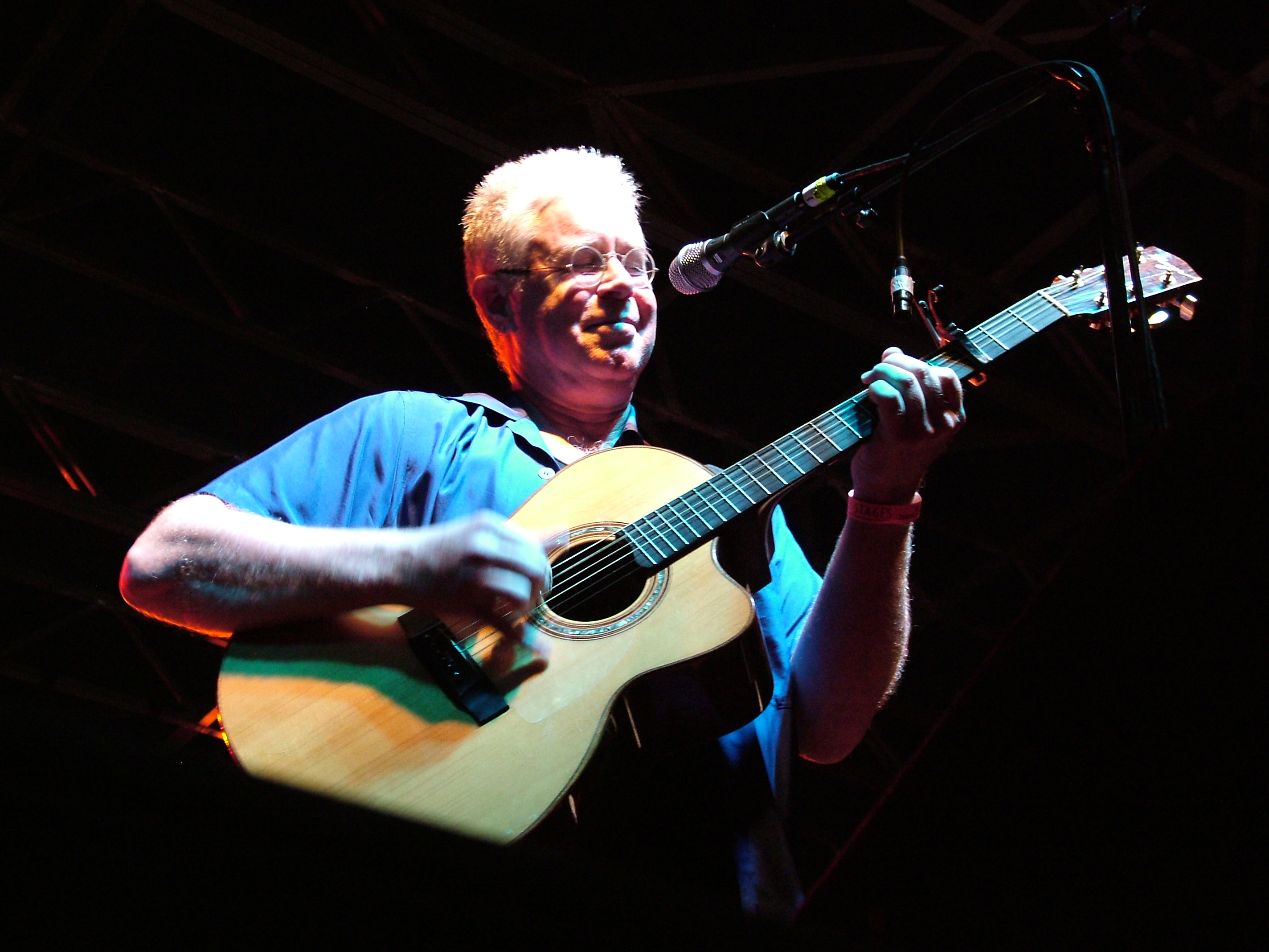 Cockburn performing in Birmingham, Alabama, in 2007