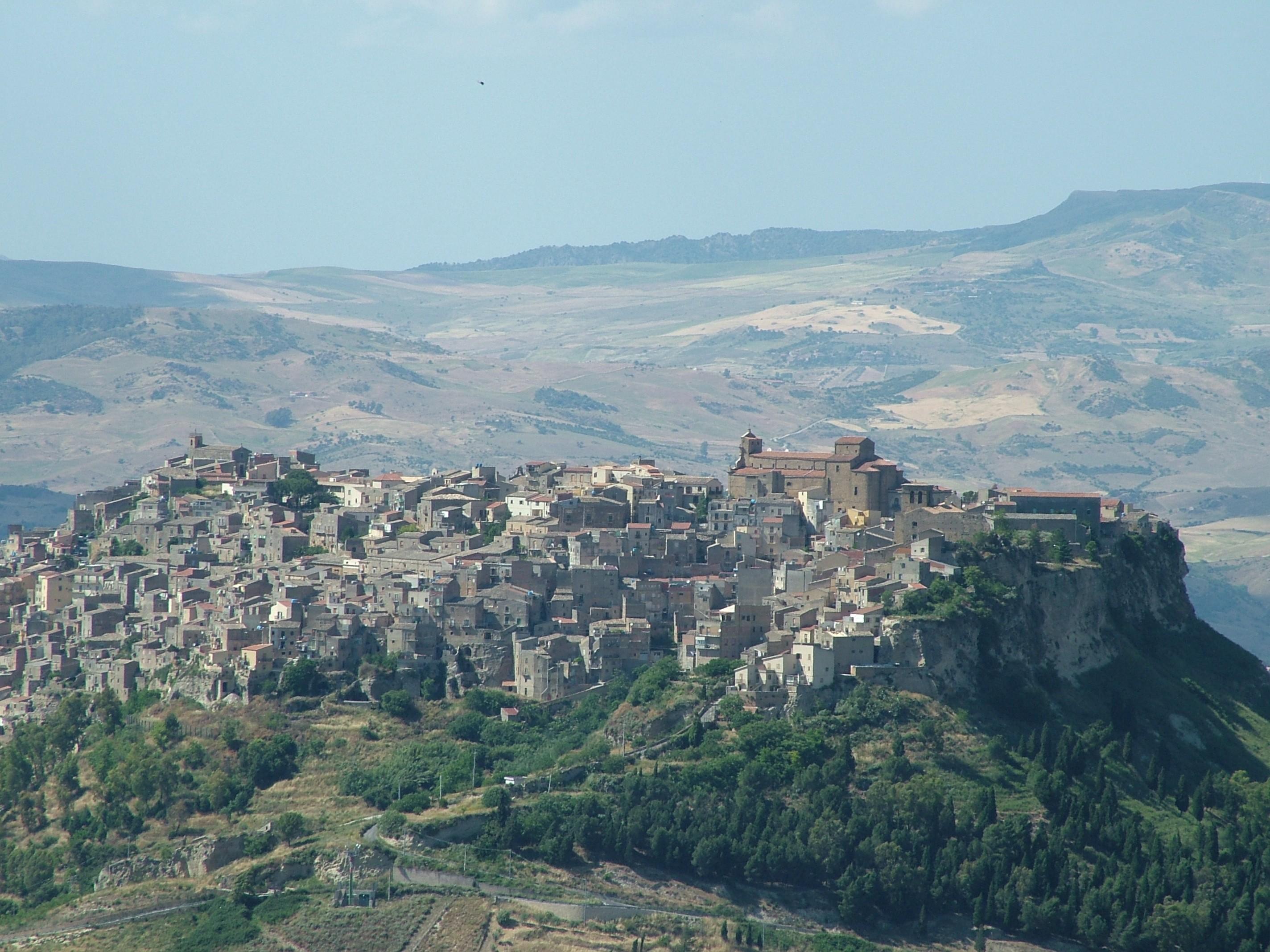 Enna Italy  city images : Description Calascibetta Blick von Enna