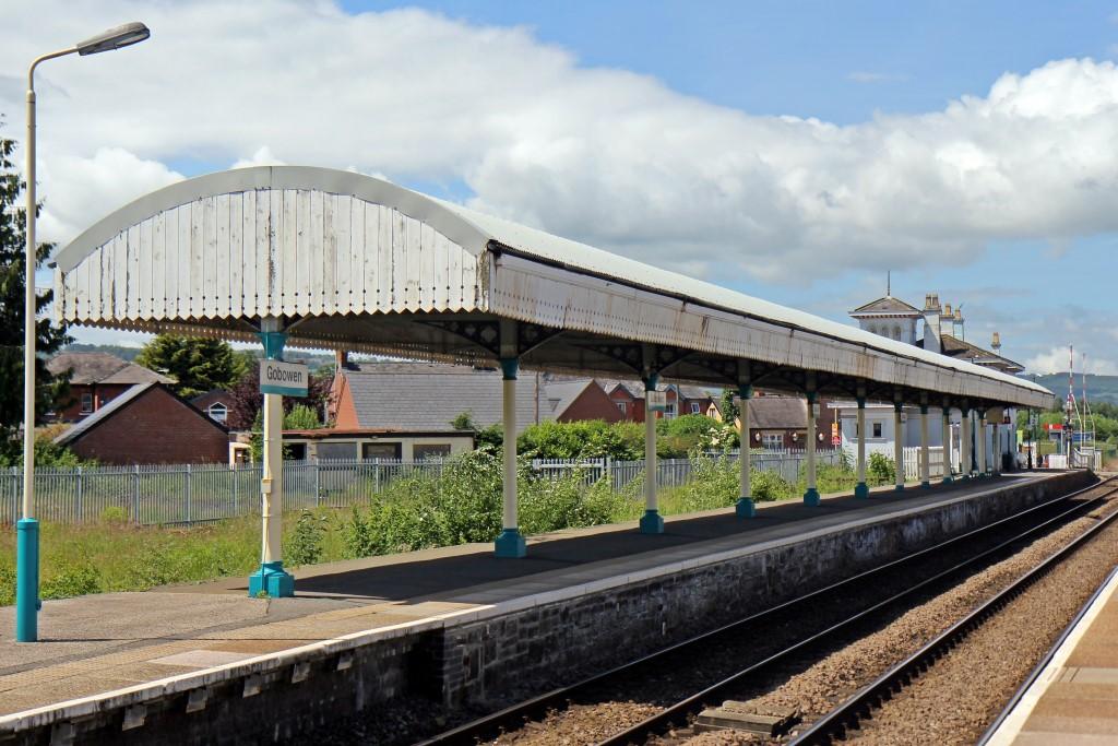 FileCanopy on platform 2 Gobowen railway station (geograph 4023958).jpg & File:Canopy on platform 2 Gobowen railway station (geograph ...