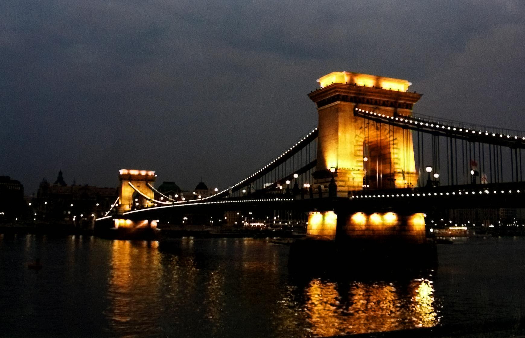 File Chain Bridge Budapest Hungary Jpg Wikimedia Commons