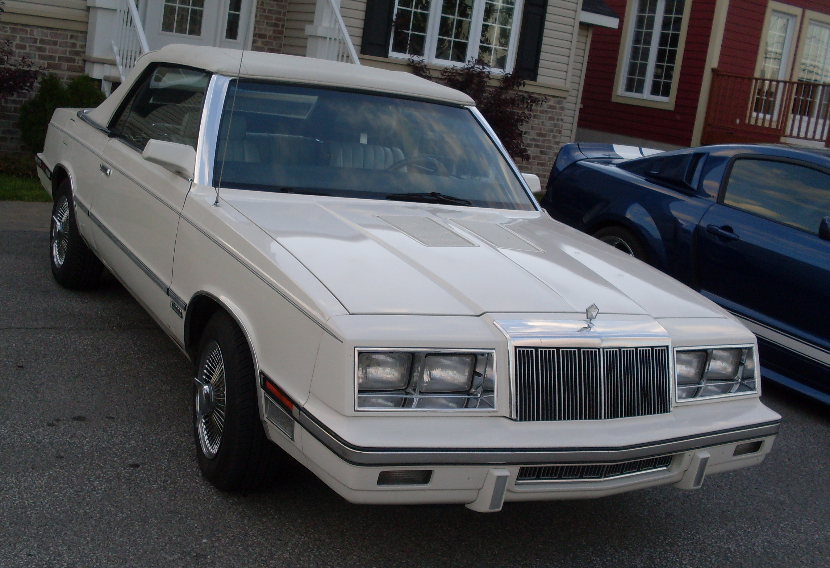 Town And Country Dodge >> File:Chrysler LeBaron K-Body Convertible (Auto classique St-Lin-Laurentides '13).JPG - Wikimedia ...