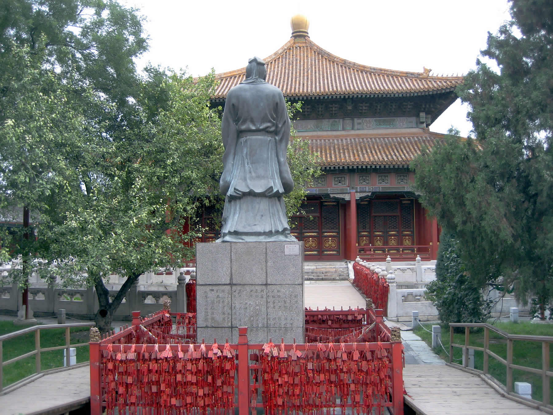 Confucius statue, Imperial College, Beijing.  Image by David Stanley