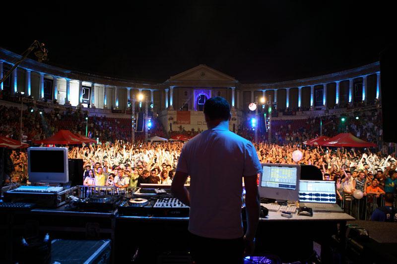 2 DJ's At Work - Free At Last