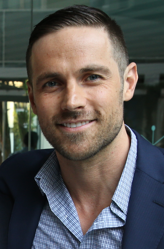 Il 38-anni, 183 cm alto Dylan Bruce in 2018 photo