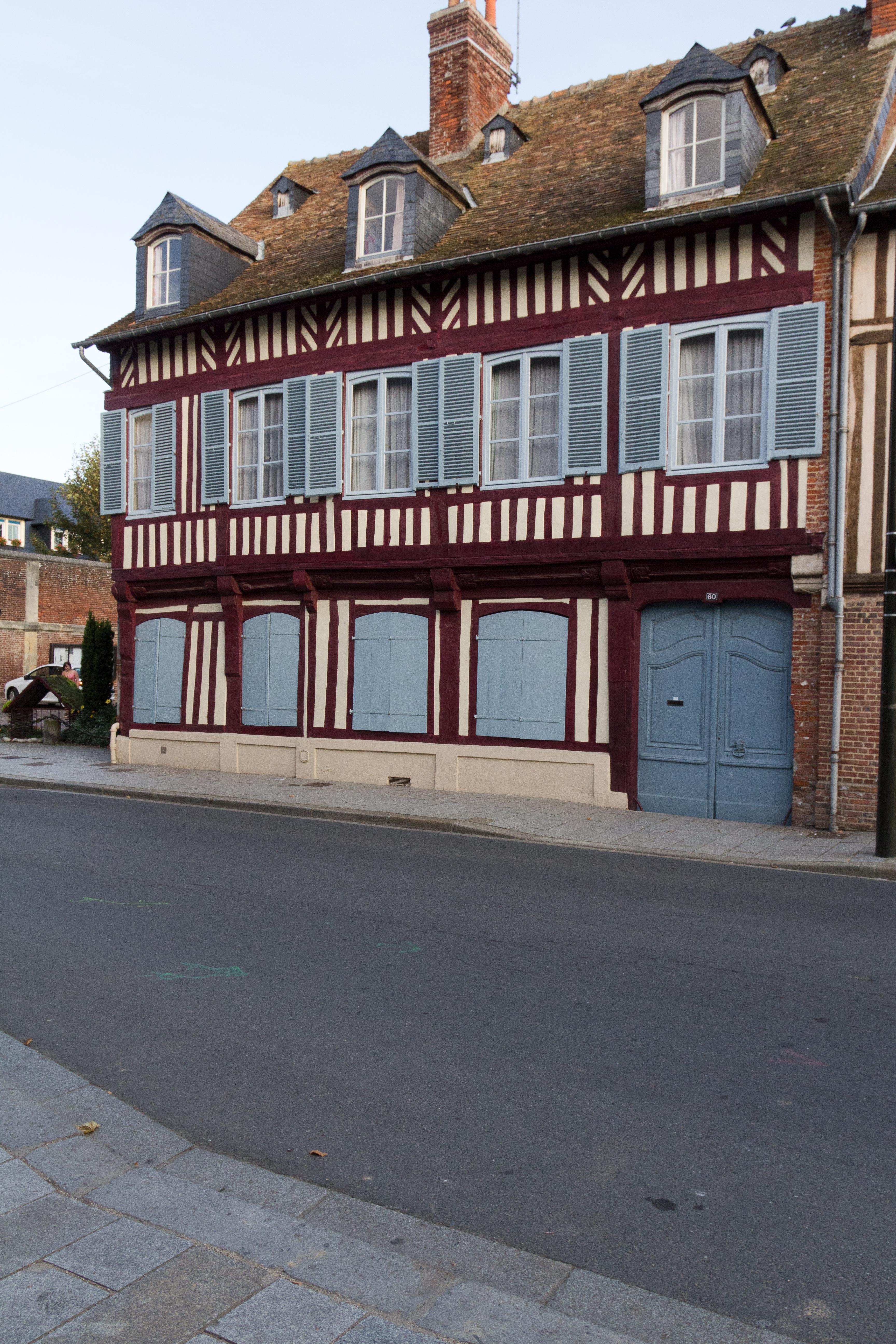 File fa ade de la maison pans de bois au 60 rue saint for Facade en bois maison