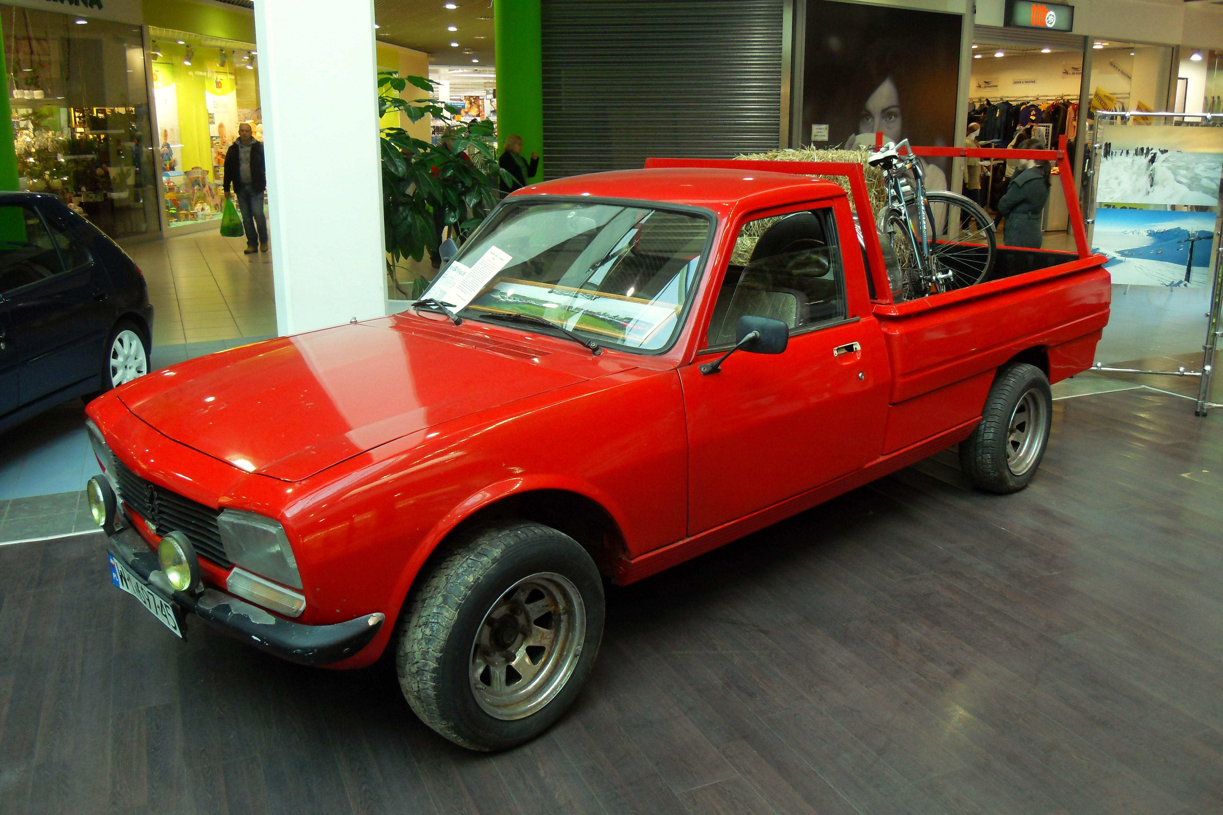 File Galeria Przymorze W Gdansku Peugeot 504 Pickup Jpg Wikimedia Commons