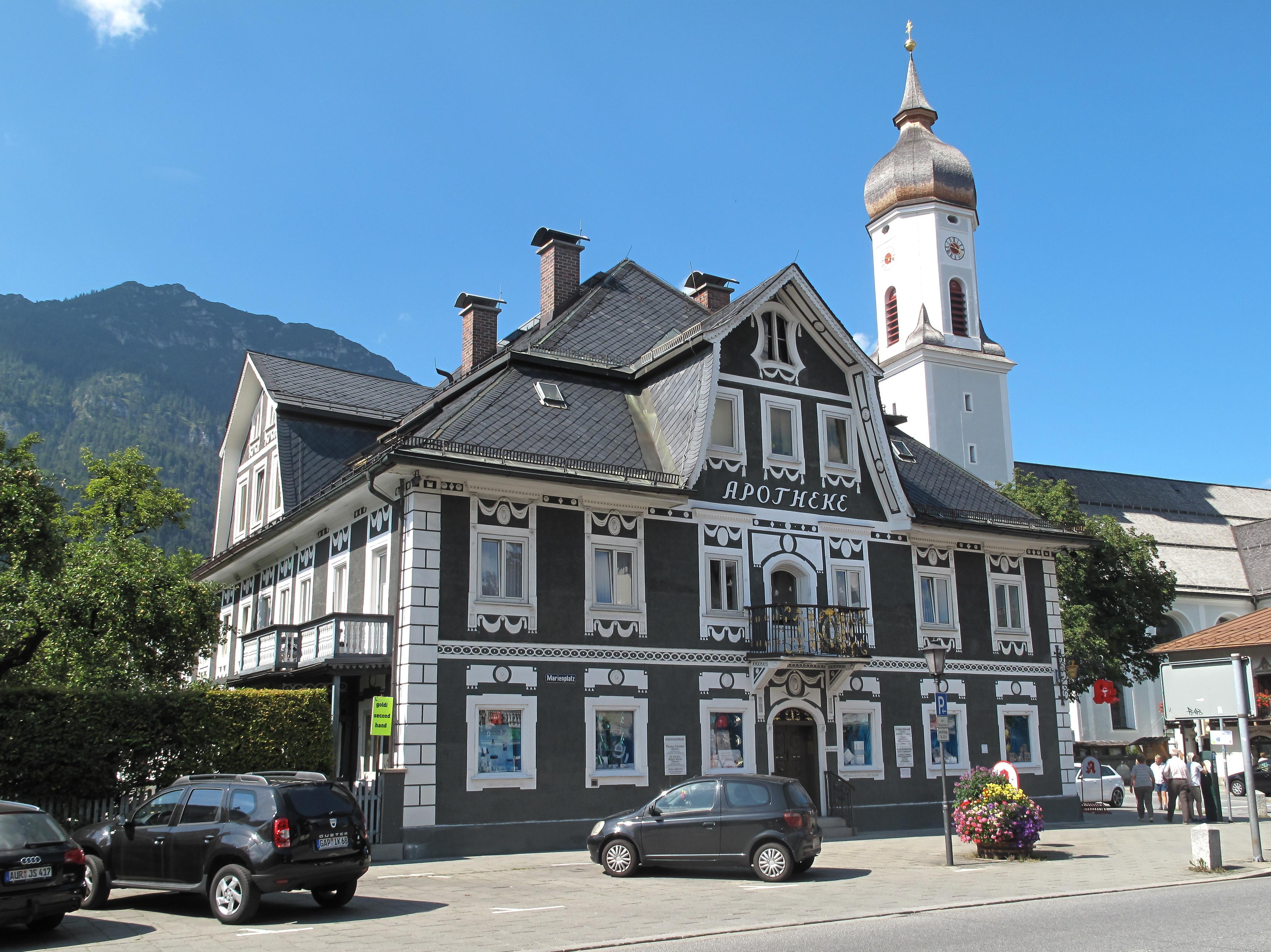 Fichier garmisch sankt martin kirche met apotheek 2012 08 - Garmisch partenkirchen office du tourisme ...