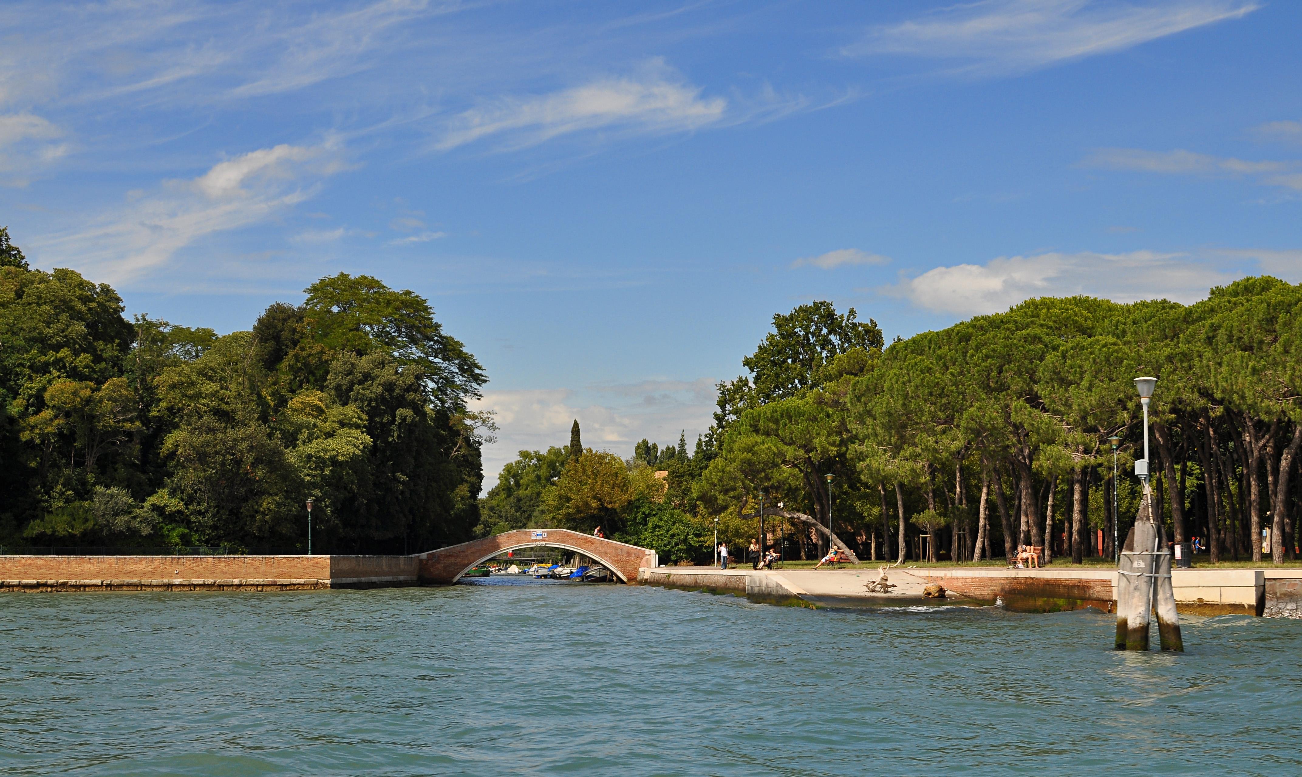 File giardini della biennale venice wikimedia for Artisti biennale venezia