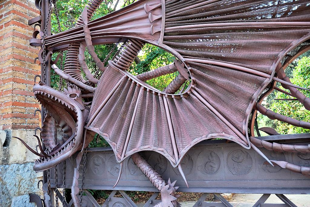 file grille dragon par wikimedia commons. Black Bedroom Furniture Sets. Home Design Ideas