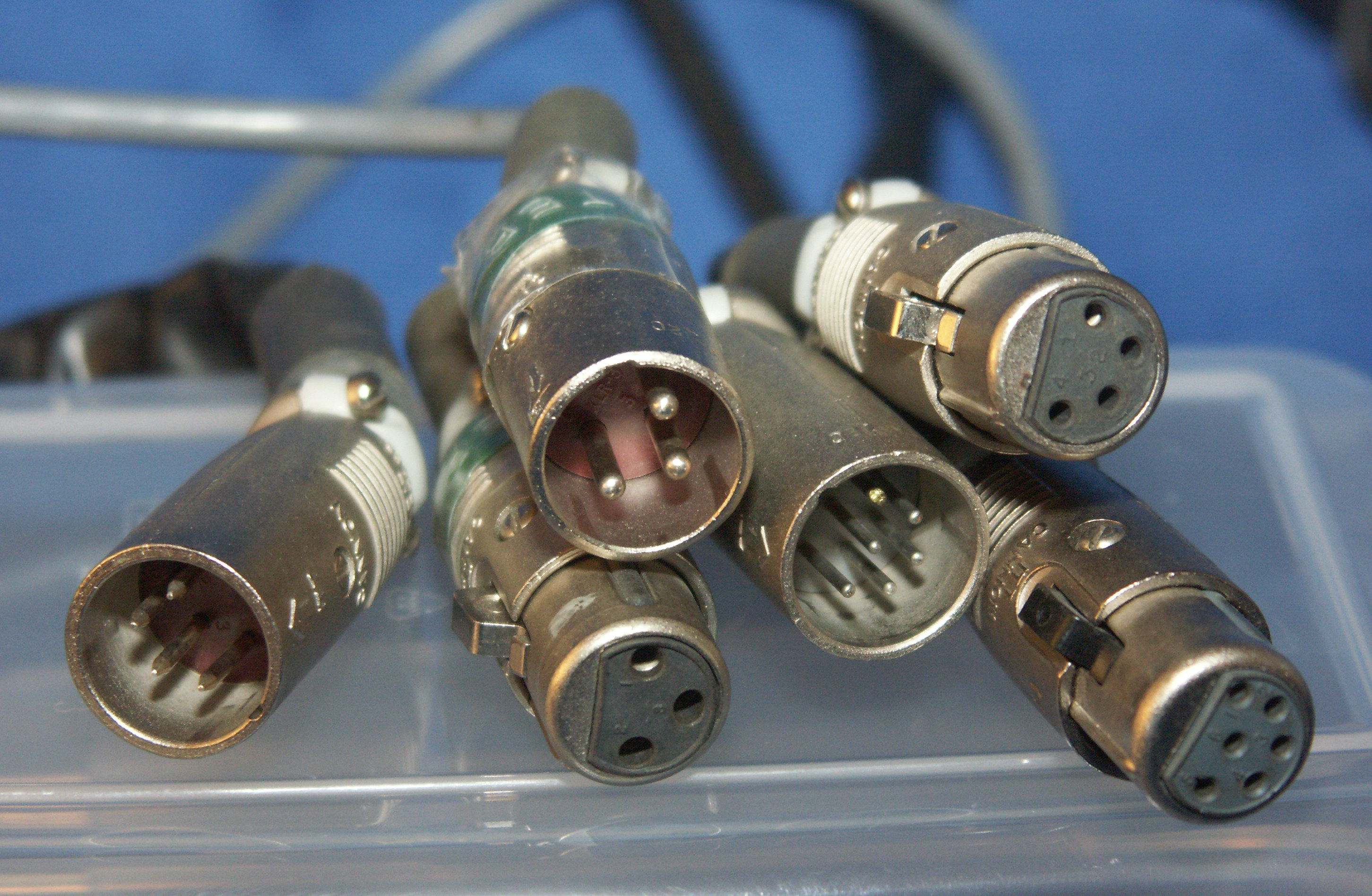 Group_of_XLR_connectors_PICT6918.jpg