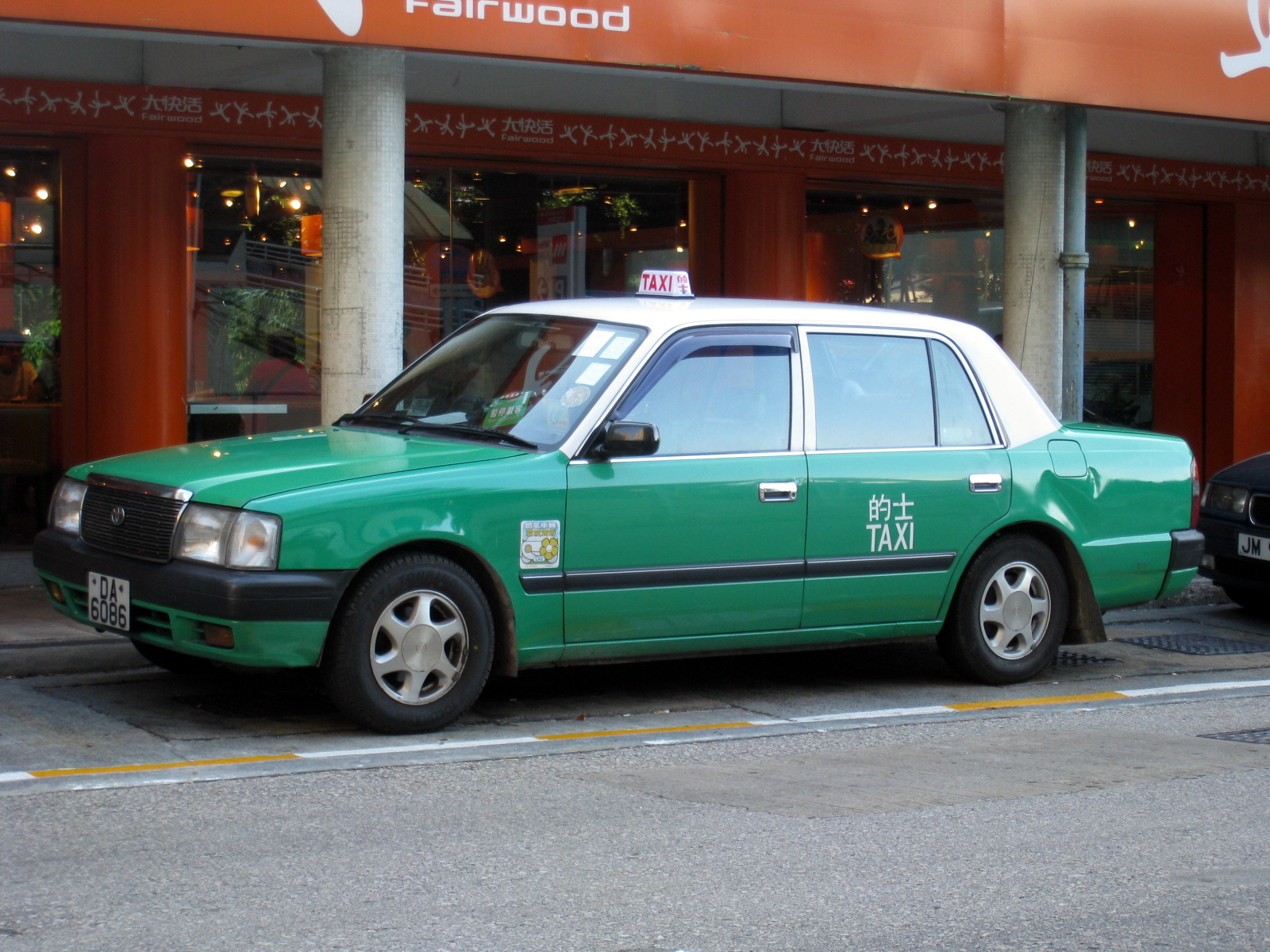 file hk toyota comfort green taxi     wikimedia commons