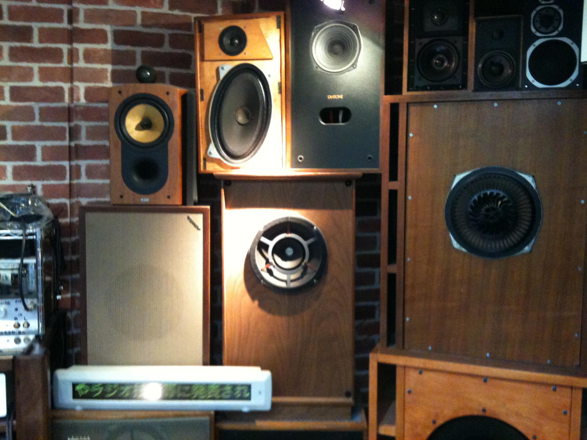 File:Hi-Fi loudspeakers @ Vacuum Tube Kingdom, Tokyo Radio