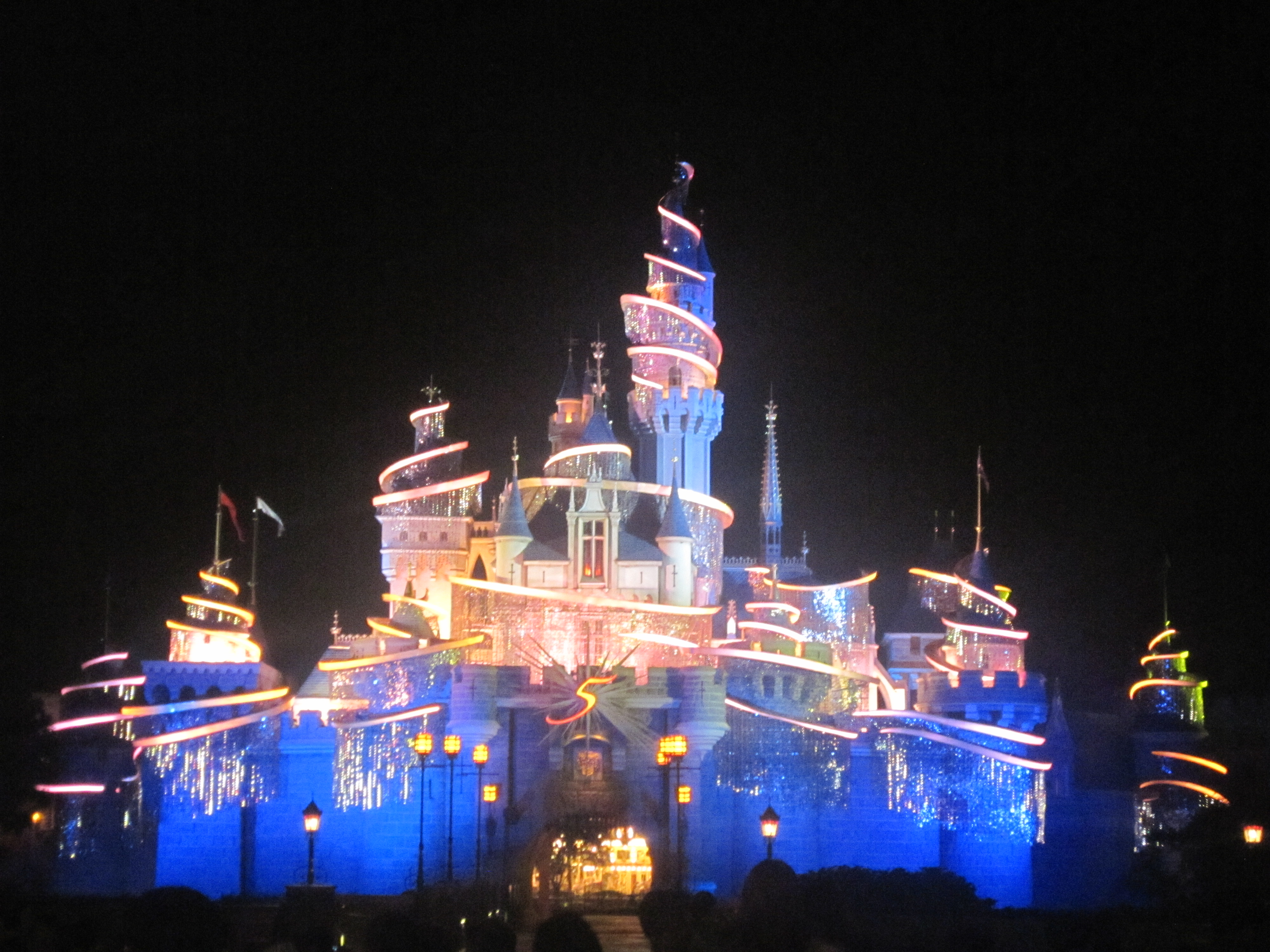 disneyland in hk Get huge discounts on disney dining with an exclusive coupon for hong kong disneyland restaurants: 2-in-1 meal and drink discount or a child meal coupon.