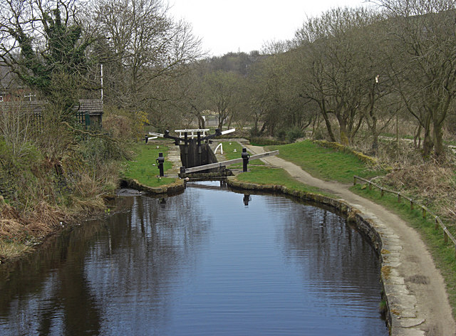 Huddersfield Narrow Canal, Marsden - geograph.org.uk - 1233704