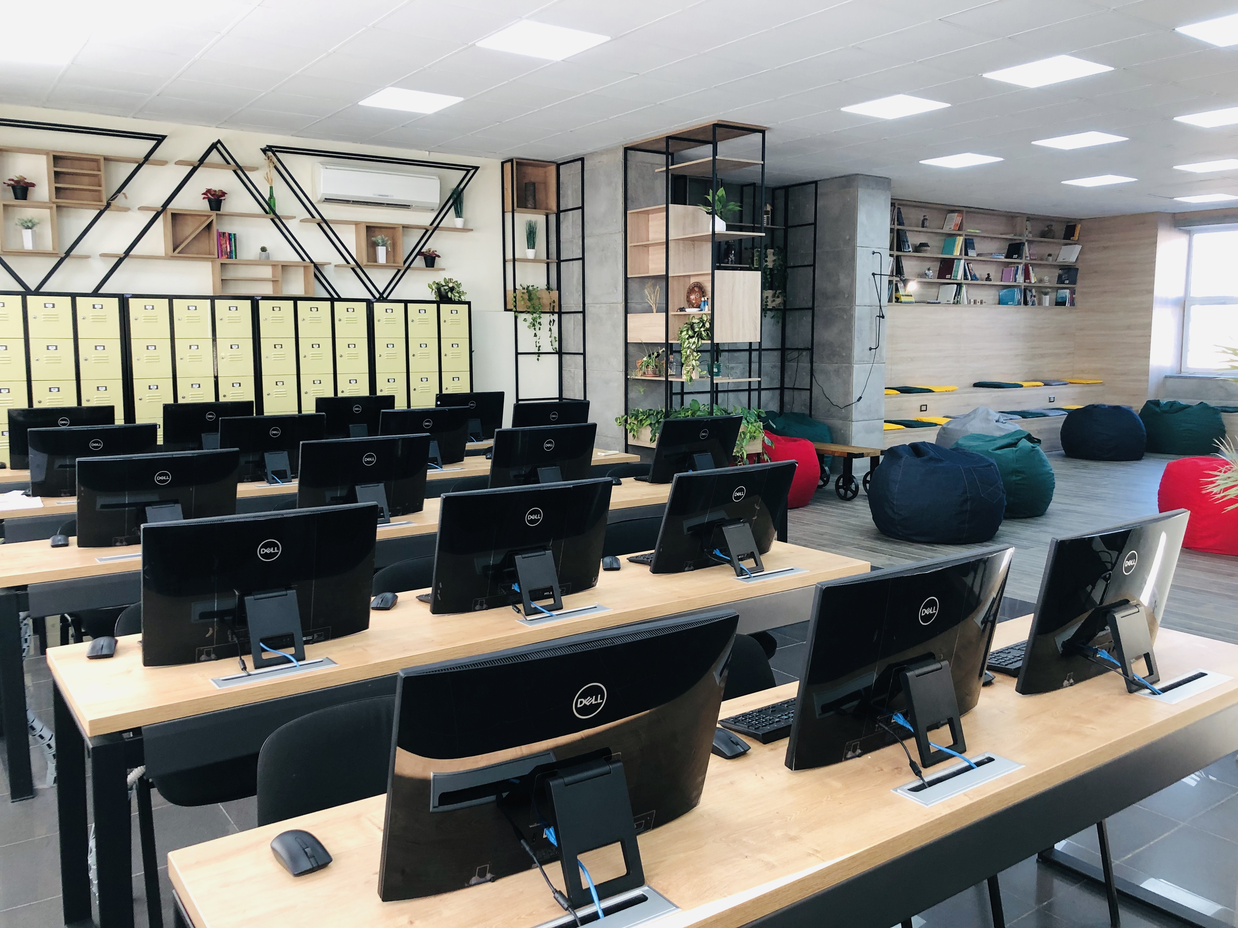 File Icare Student Lounge Jpg Wikimedia Commons