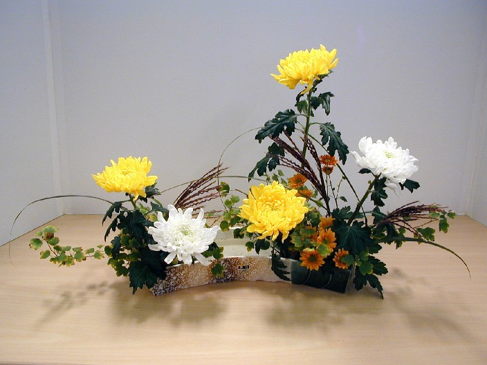 http://upload.wikimedia.org/wikipedia/commons/a/ab/Ikebana_Rinpa.JPG