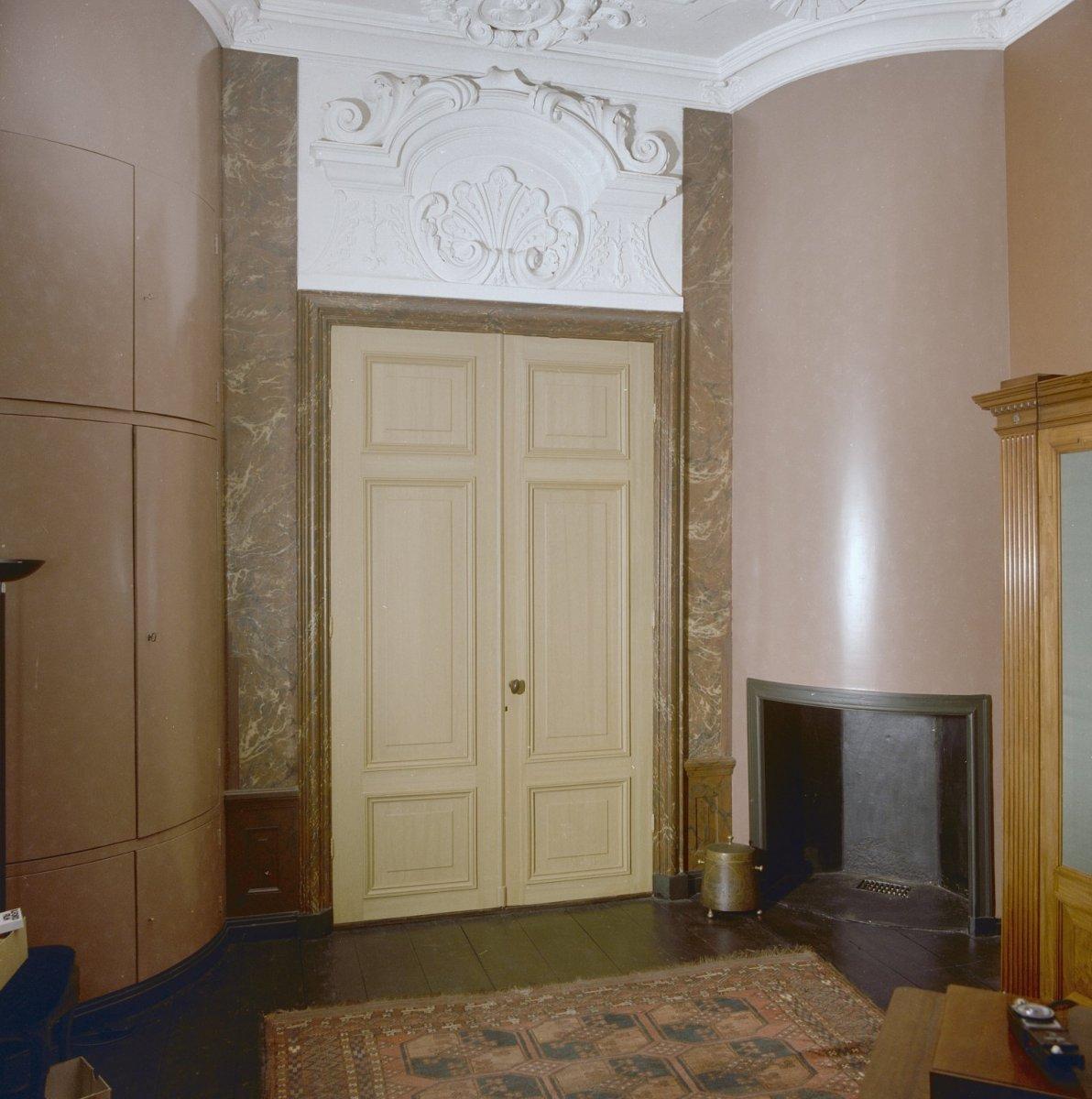 File interieur dubbele deur in achterkamer haarlem for Interieur haarlem