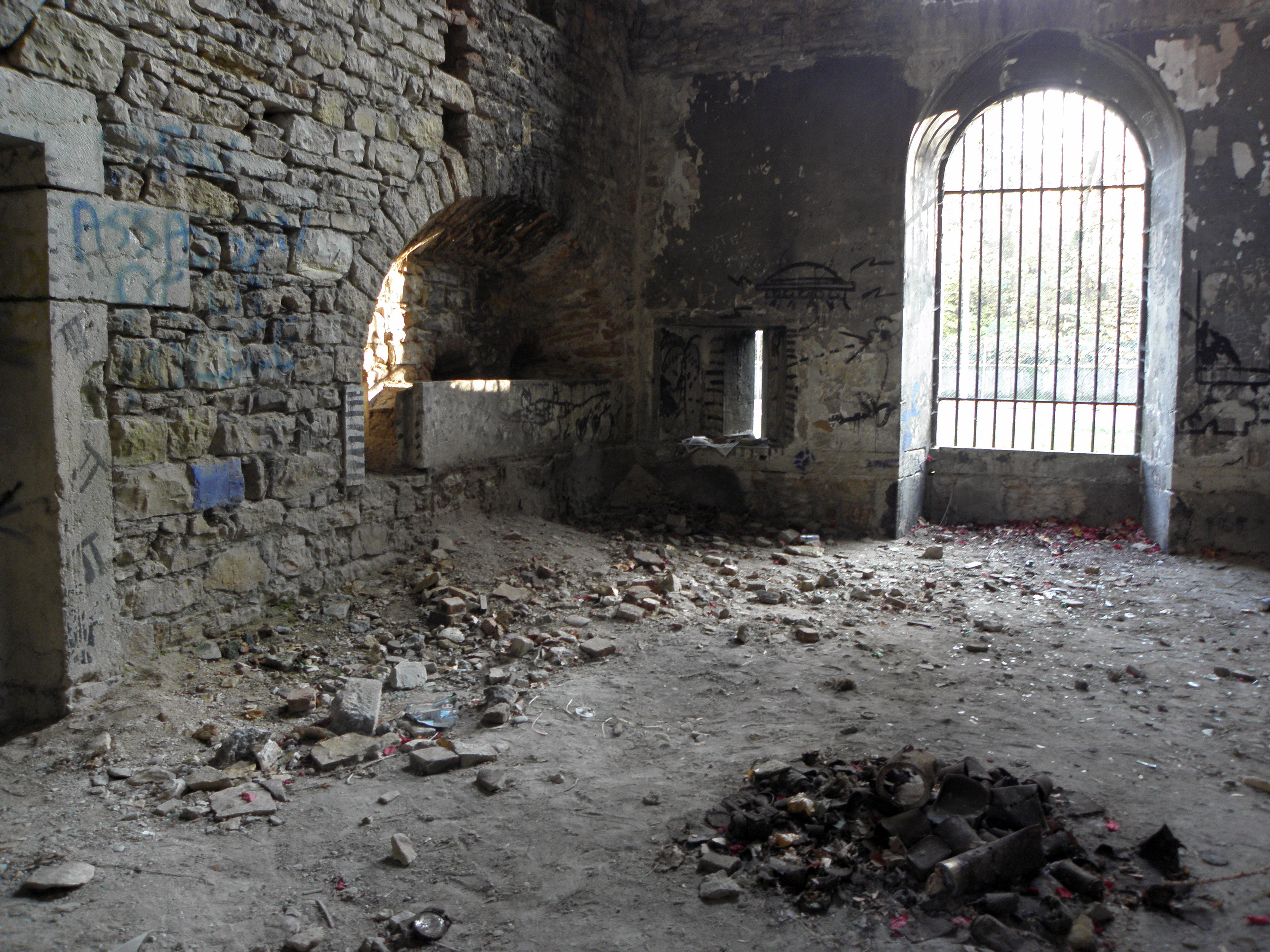 File:Interieur sud fort Loyasse.jpg - Wikimedia Commons