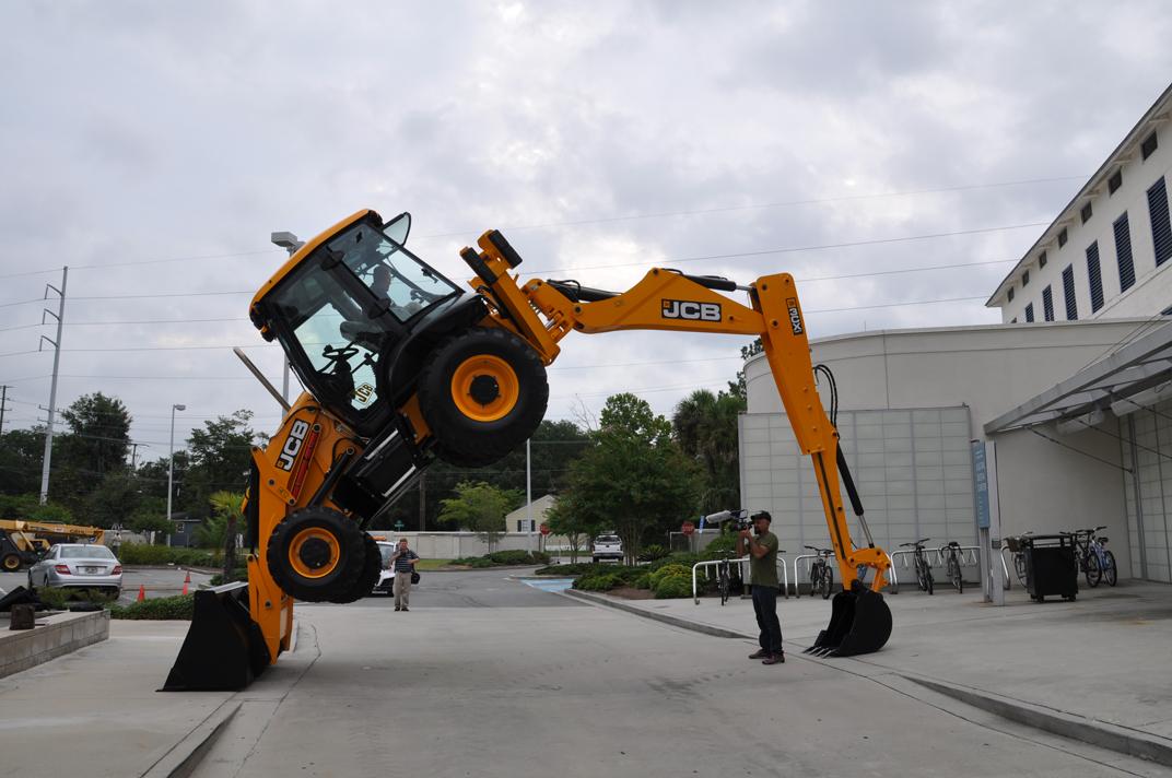 File:JCB 3CX backhoe loader, Florida, backhoe trick 5 jpg