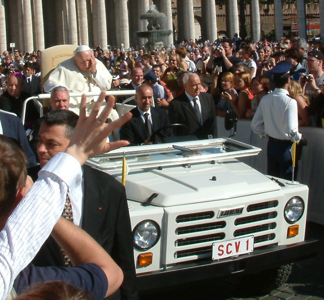 http://upload.wikimedia.org/wikipedia/commons/a/ab/John_Paul_II_pontifical_audience_28-09-2004.jpg