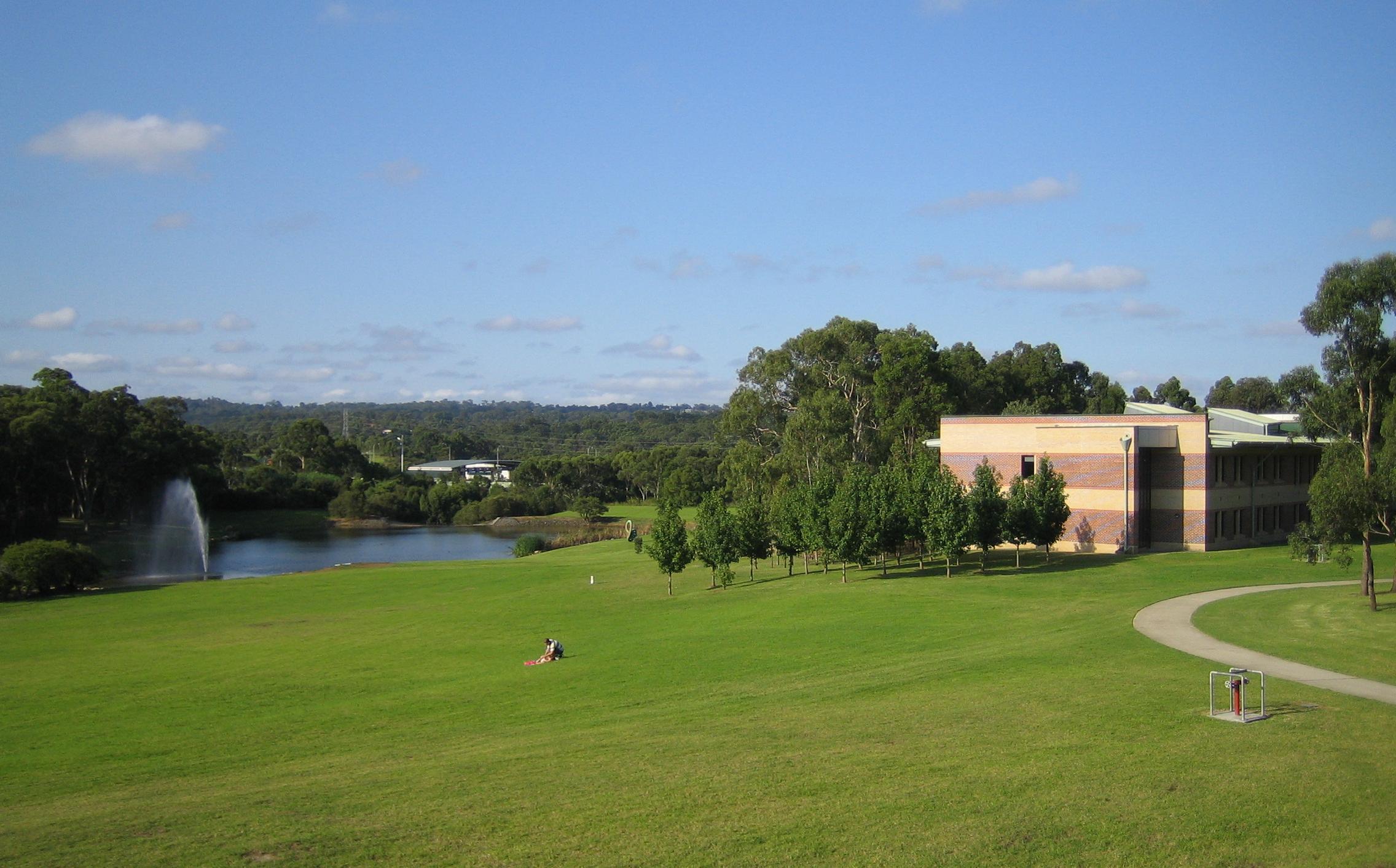 Description macquarie university sydney australia lake