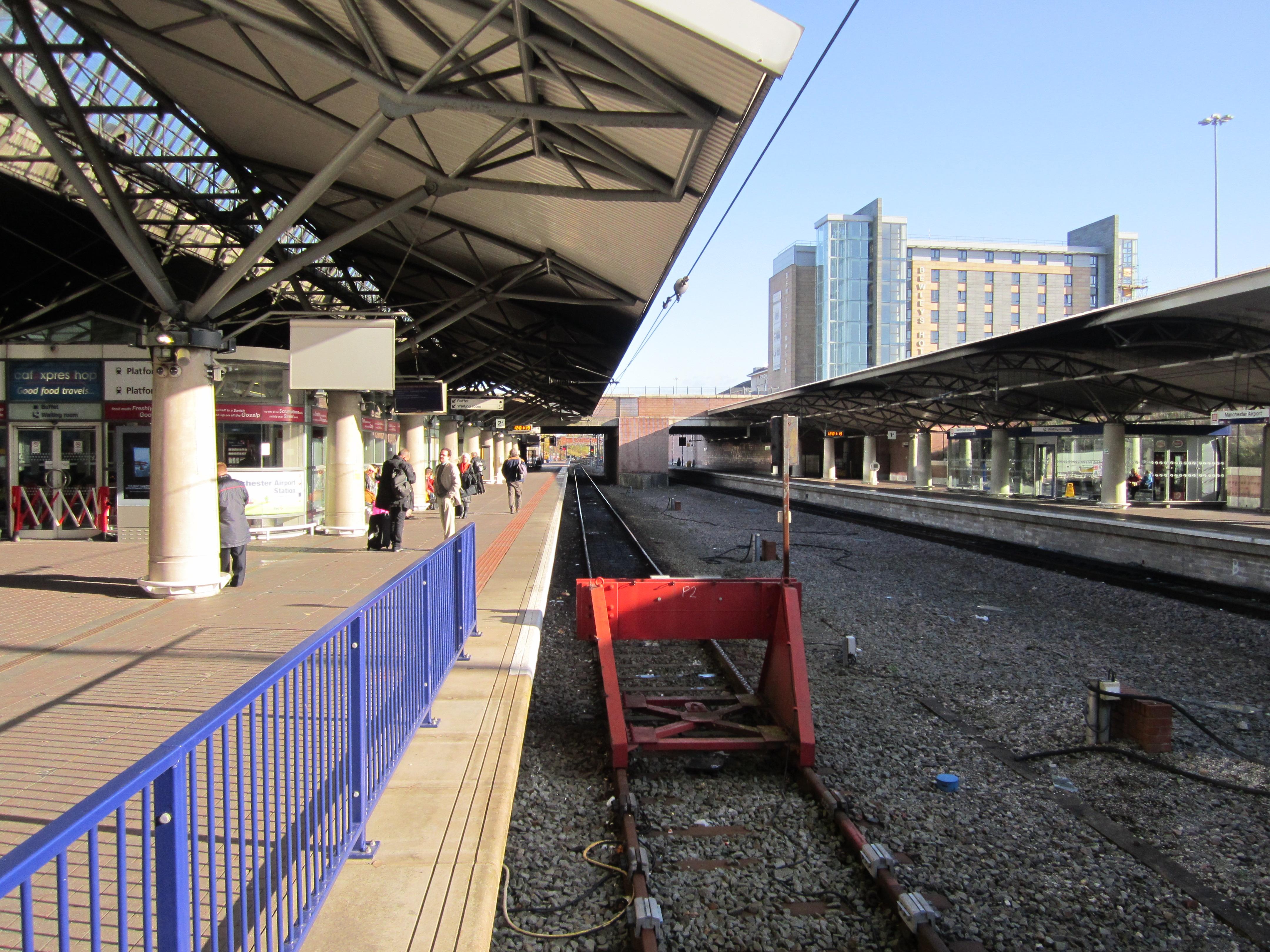File:Manchester Airport railway station (1) jpg - Wikimedia