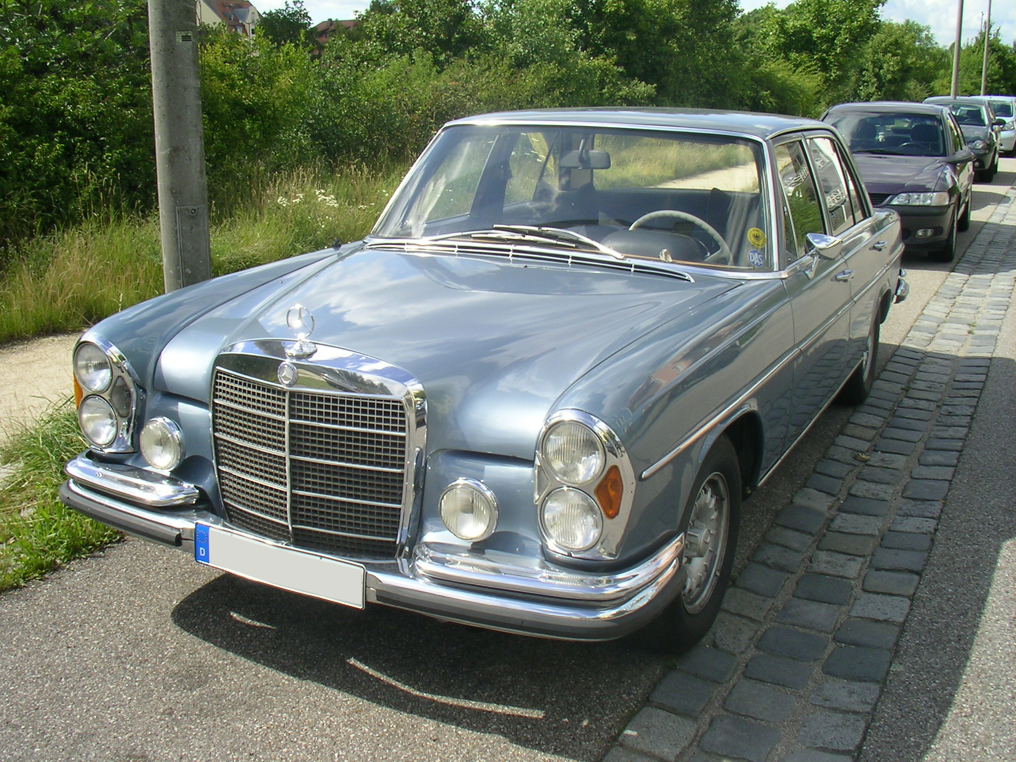 File Mercedes Benz 280S Front on jurassic world mercedes coupe
