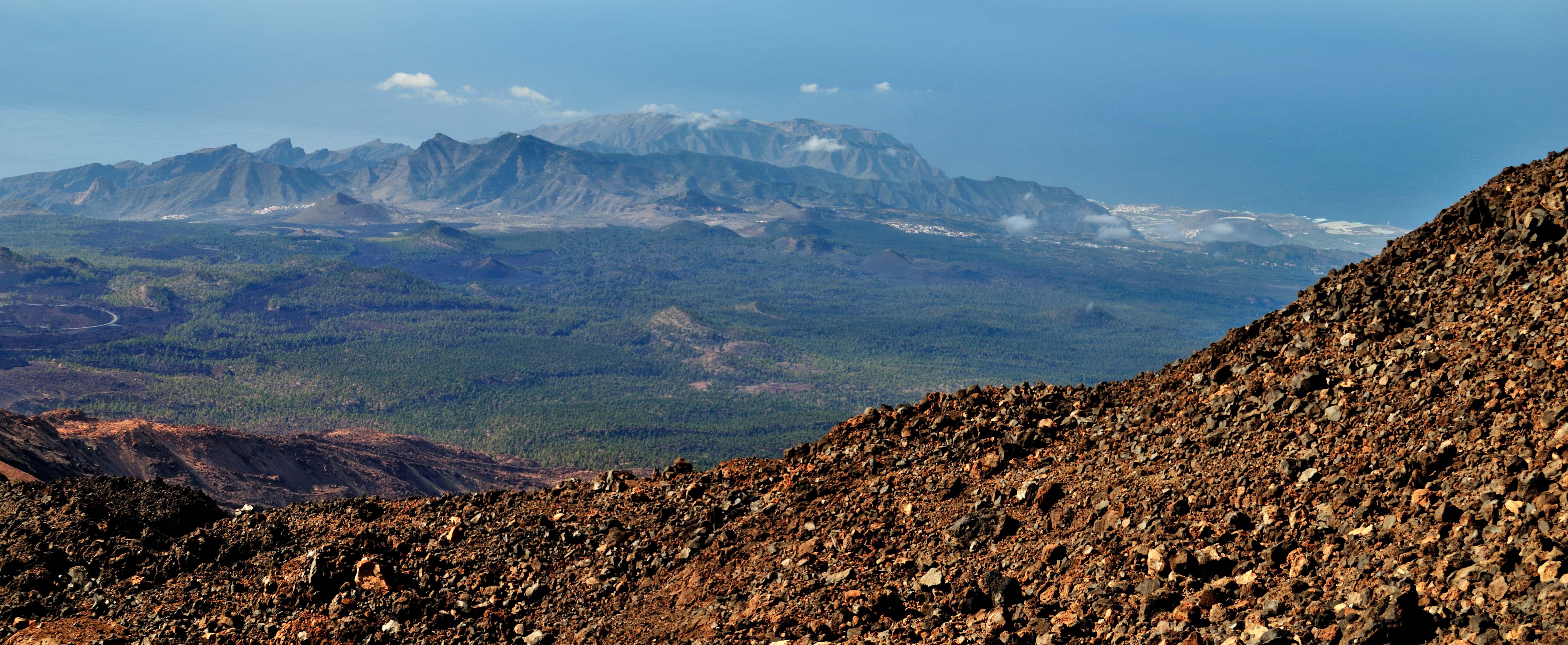 File:Mirador del Pico Viejo desde el Teide (Tenerife).jpg