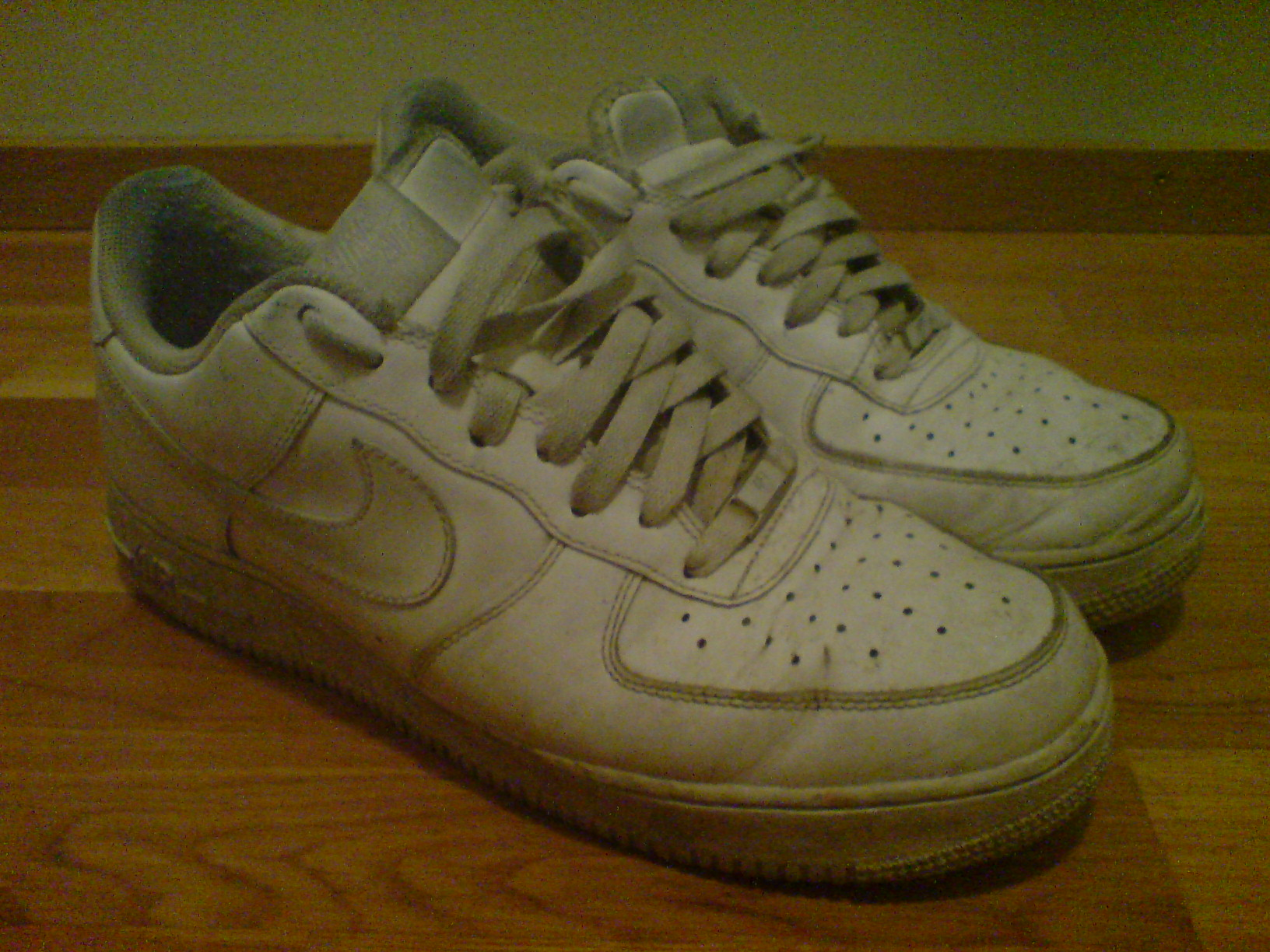 File:Nike Air Force 1.jpg