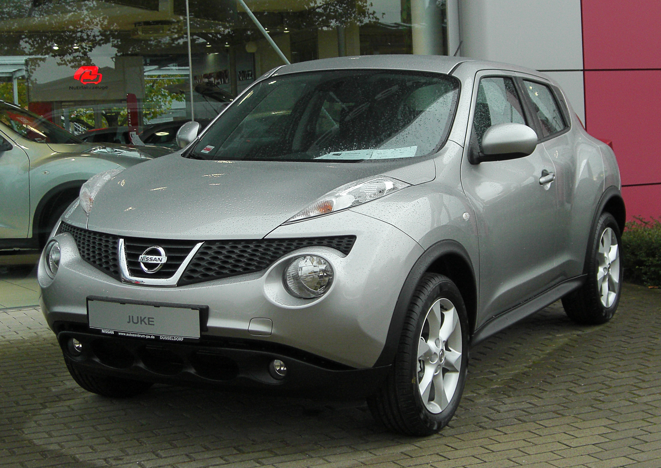 file nissan juke acenta 1 6 2x4 front wikipedia. Black Bedroom Furniture Sets. Home Design Ideas
