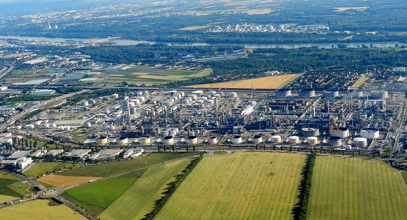 Schwechat Austria  city photos : Datei:OMV Oil refinery in Schwechat, Austria – Wikipedia