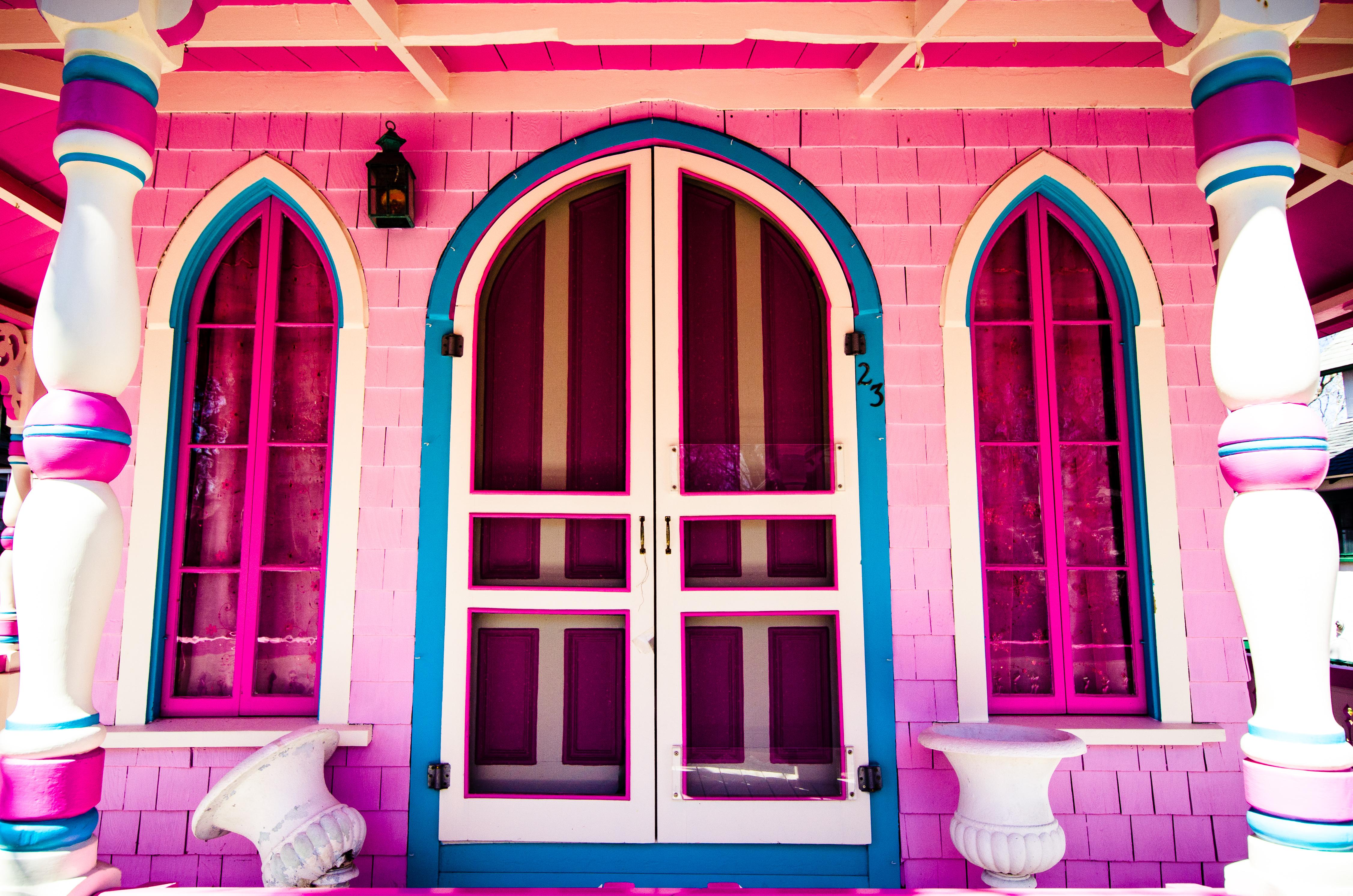 File:Pink Gingerbread House - Martha\'s Vineyard (13953690146).jpg ...