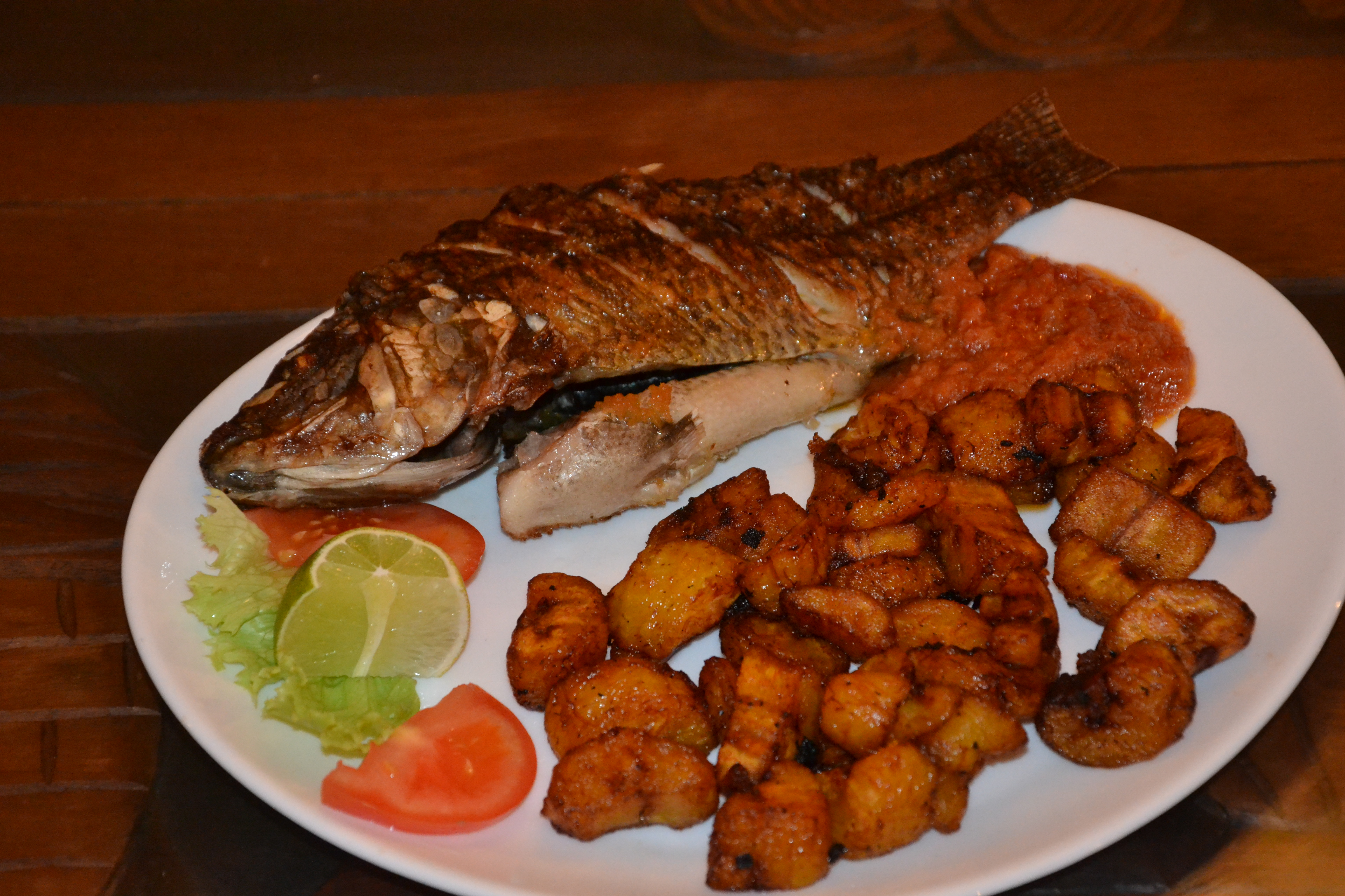 File poisson aloko a la banane ivoirienne restaurant for Nourriture poisson rouge jardiland