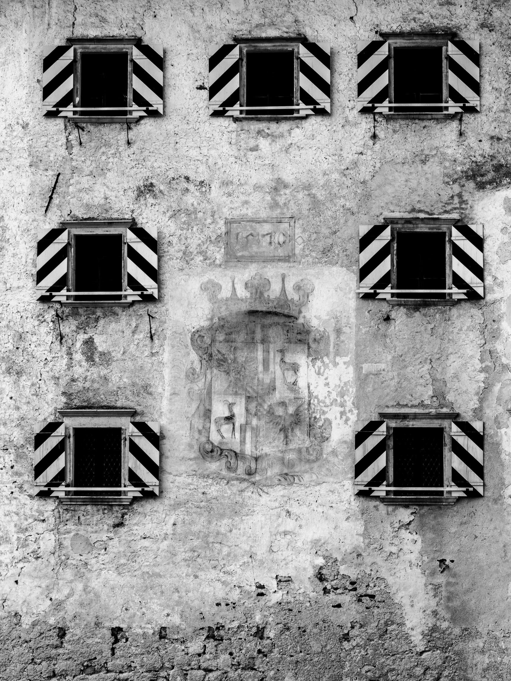 File predjama una casa dalle finestre che ridono - Casa finestre che ridono ...