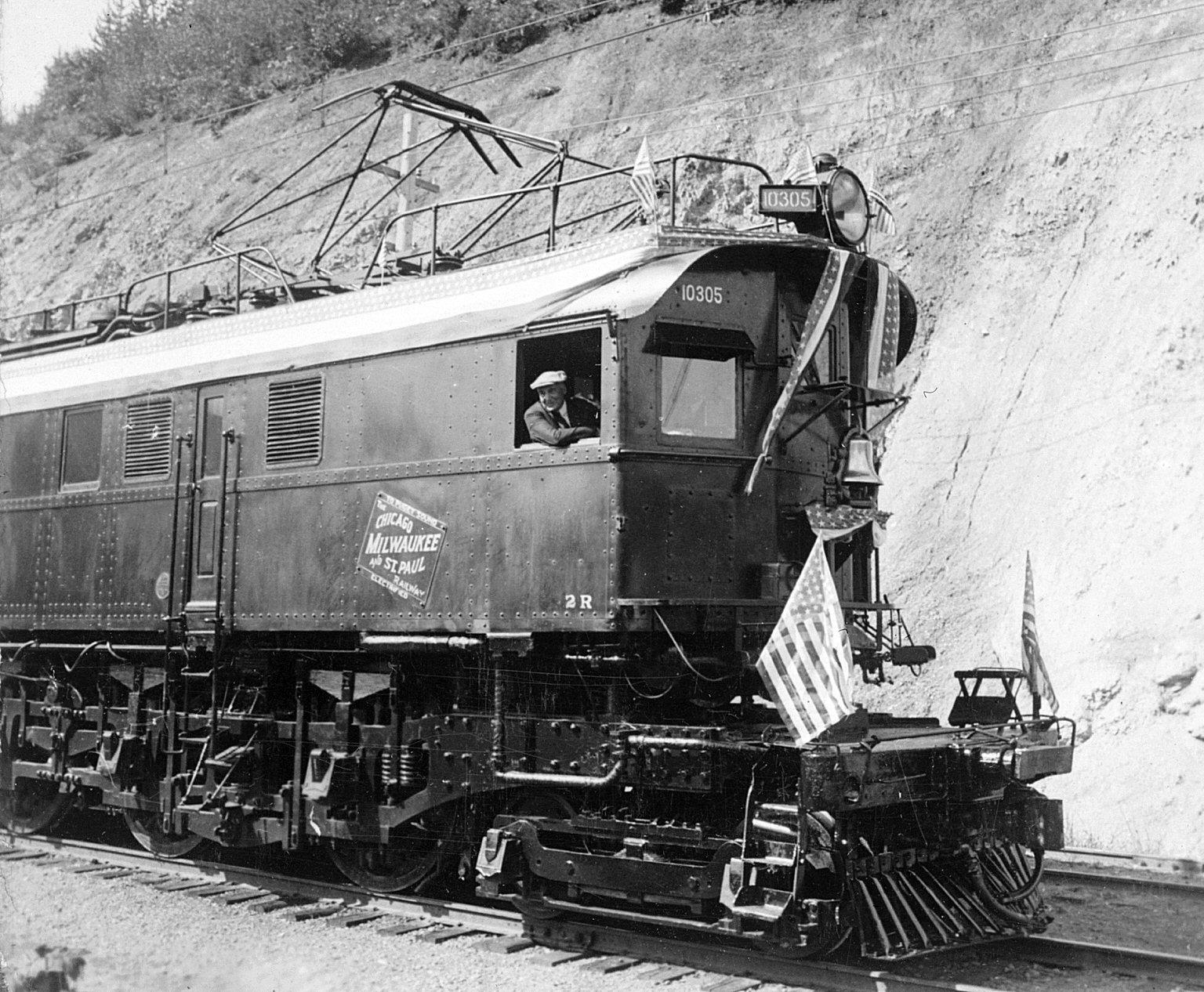 external image President_Harding_Electric_Locomotive_Cab.jpg