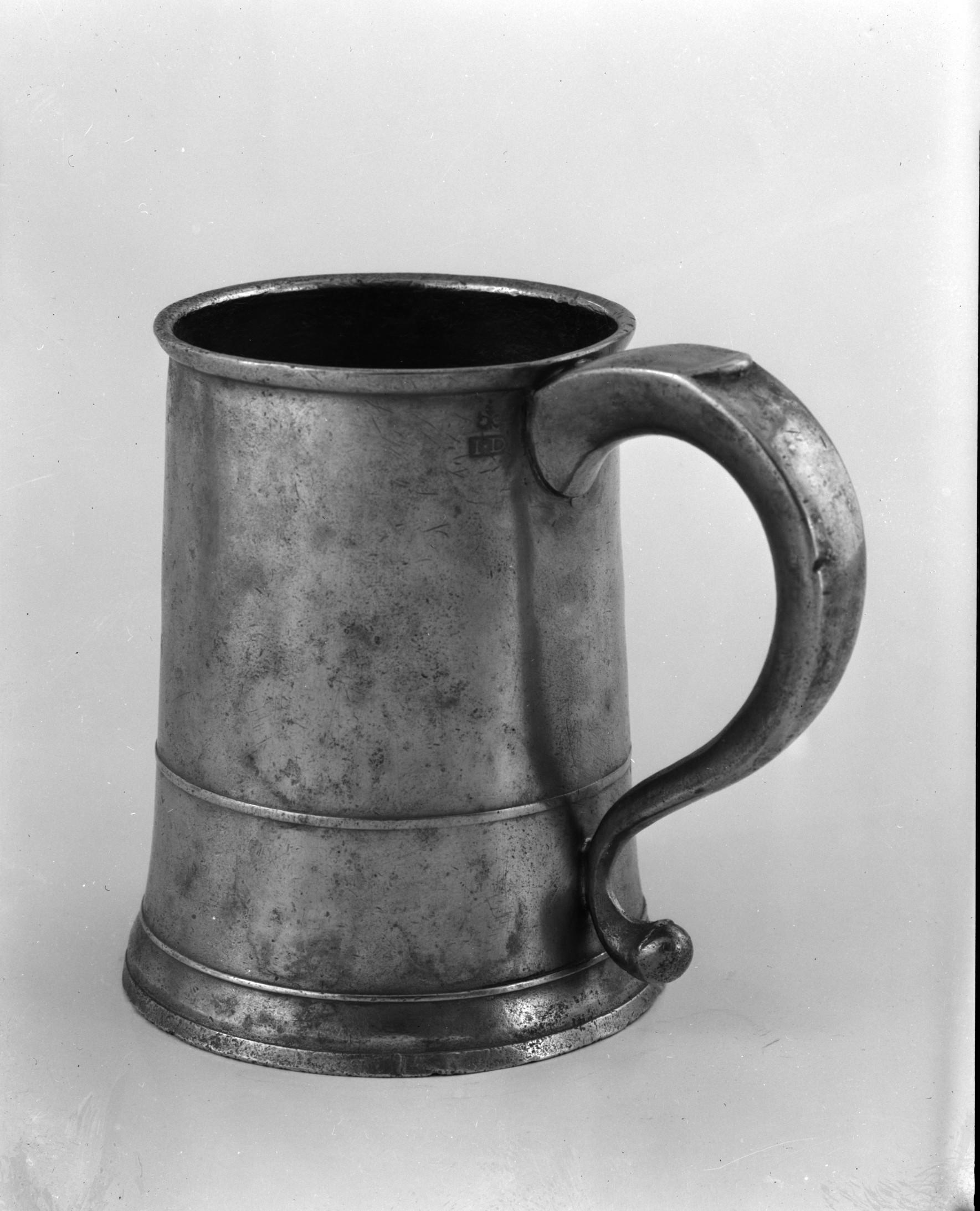 File:Quart Mug MET 132005.jpg