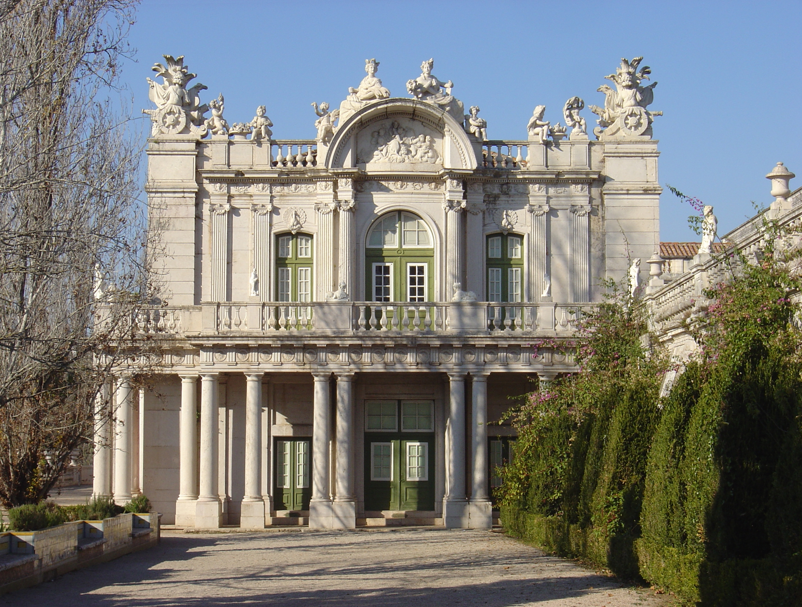 a comparison of baroque and modern day architects Pose their taste in painting and architecture as well  in effect they were  comparing incomparables, a comic opera with lyric tragedy, and  in his criticism  of the then-current modern taste, or petite manière , lafont called for a return to  the.