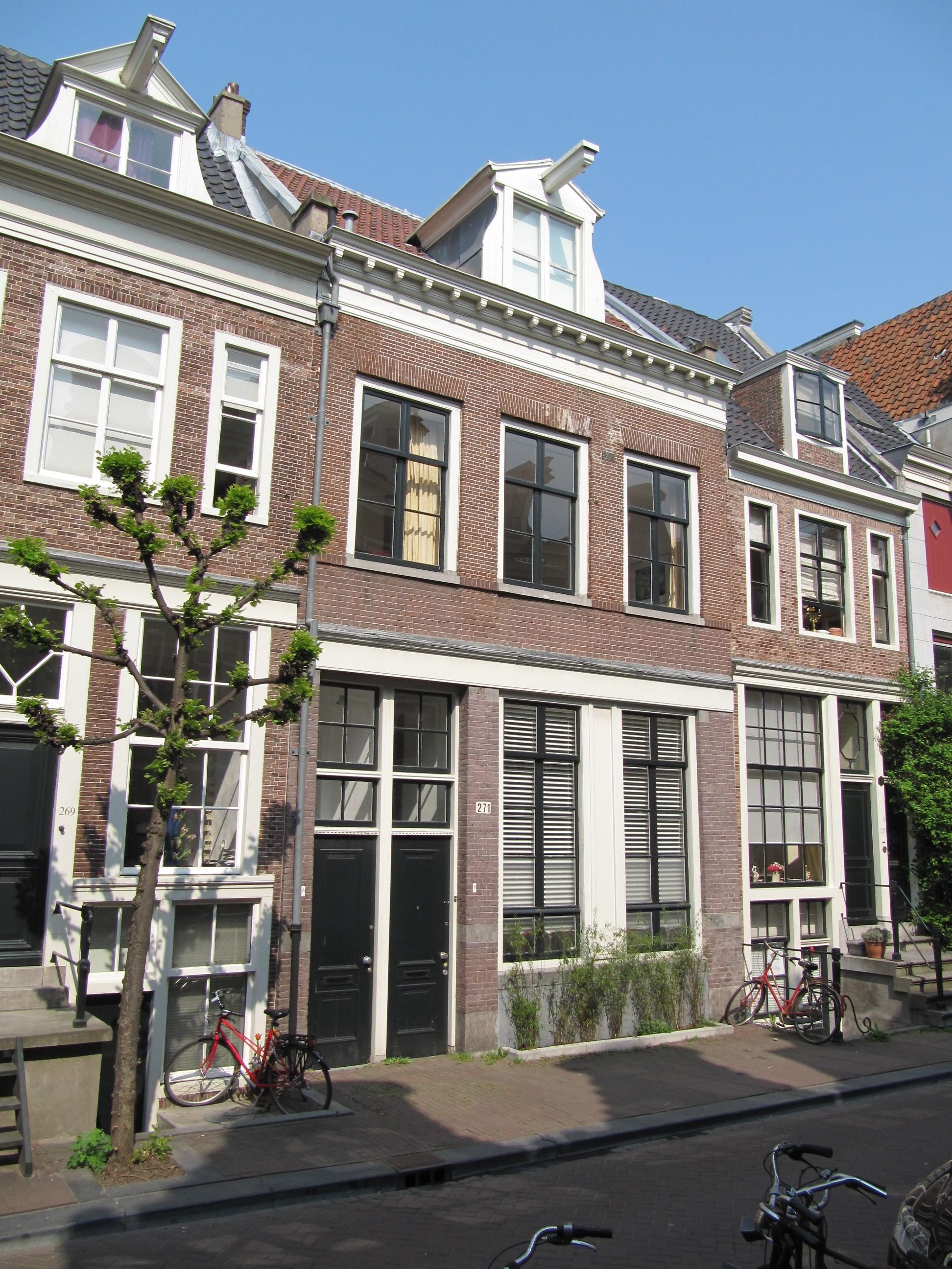 Huis onder dwars dak met gevel onder rechte lijst in for Lijst inrichting huis