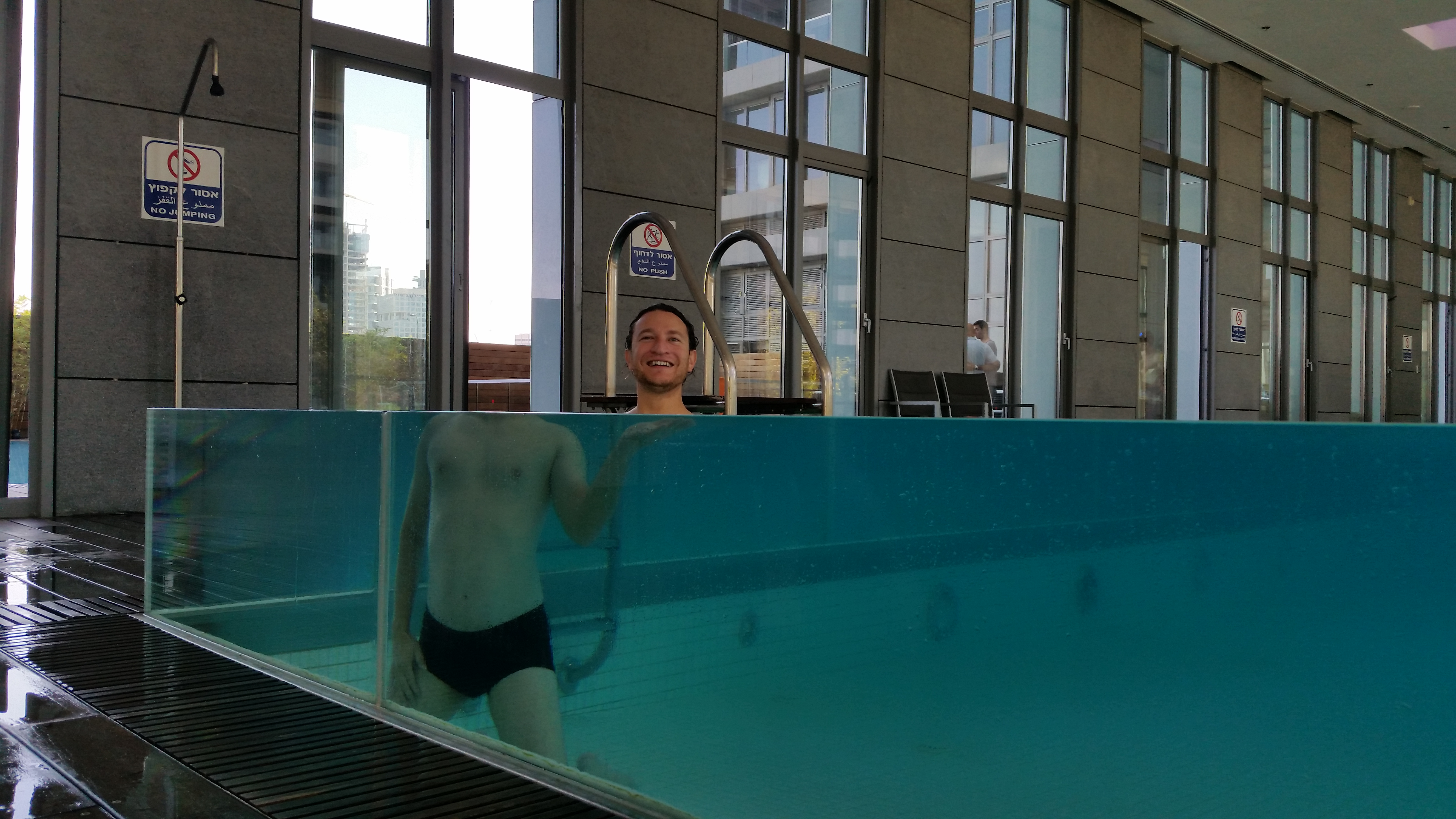 File:Refraction of light in a swimming pool with glass walls.jpg ...