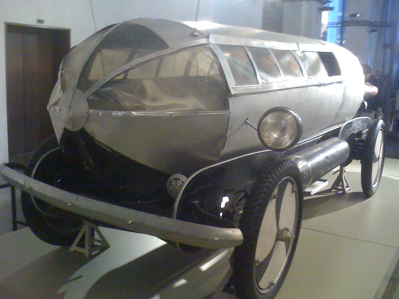 File:Rocket car from about 100 years ago 1.jpg - Wikimedia Commons