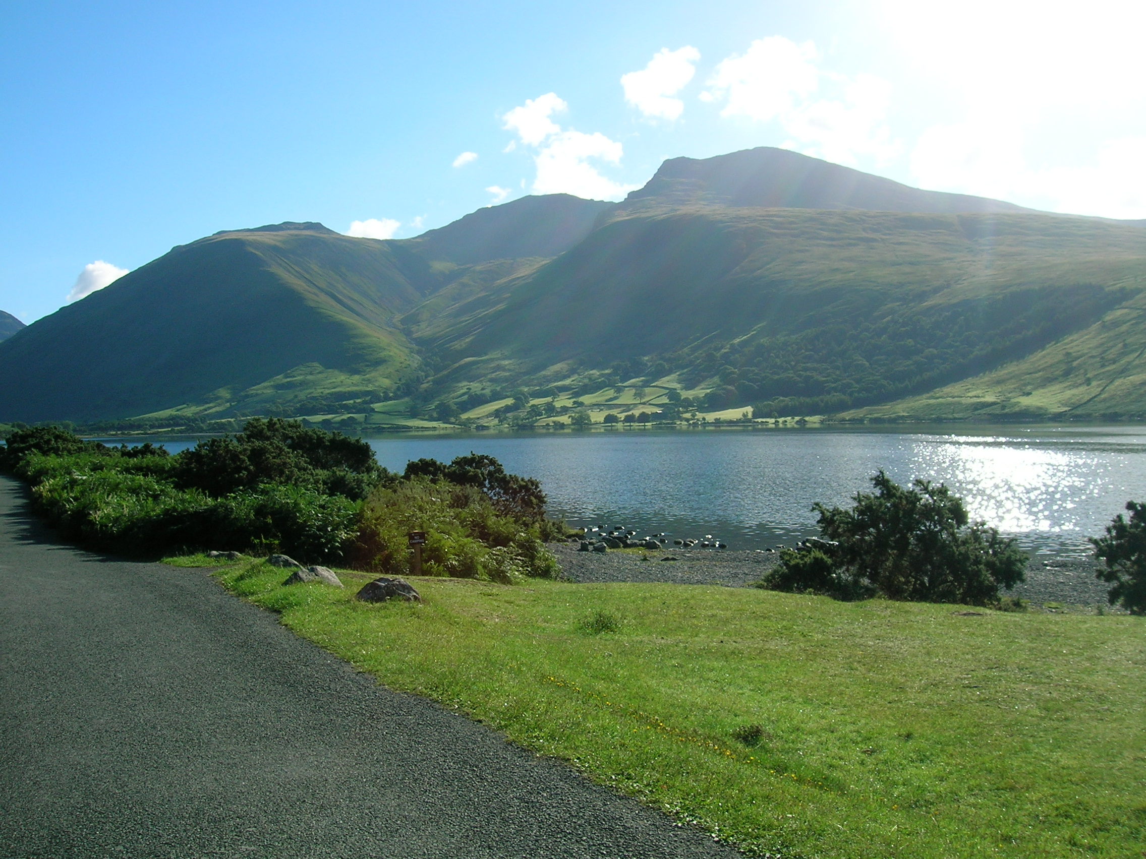 English: Scafell Pike (middle) from Wastwater ...