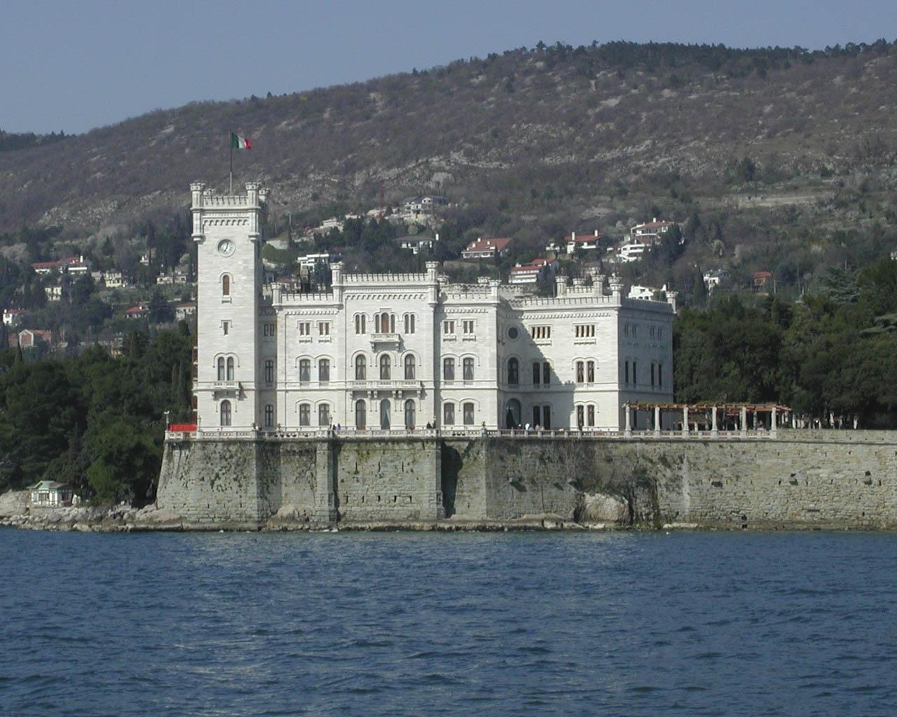 Trieste Castello di Miramare Foto il Castello di Miramare