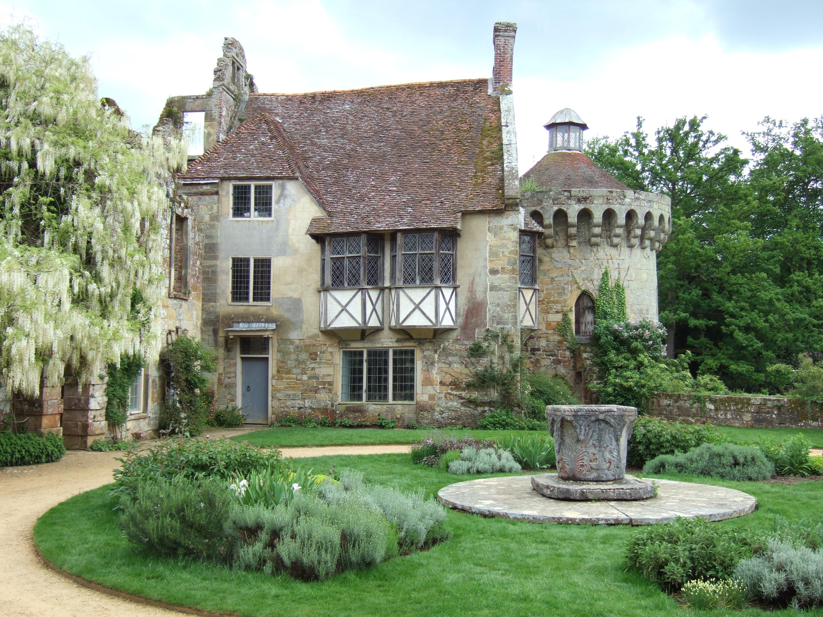 Scotney castle wikiwand for Gartengestaltung landhaus