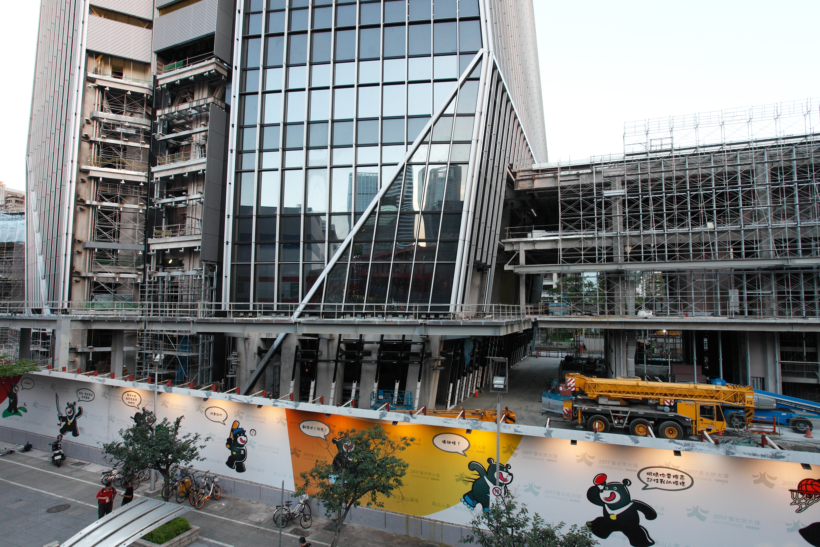 File:Taipei Nan Shan Plaza construction site 20170715a.jpg ...