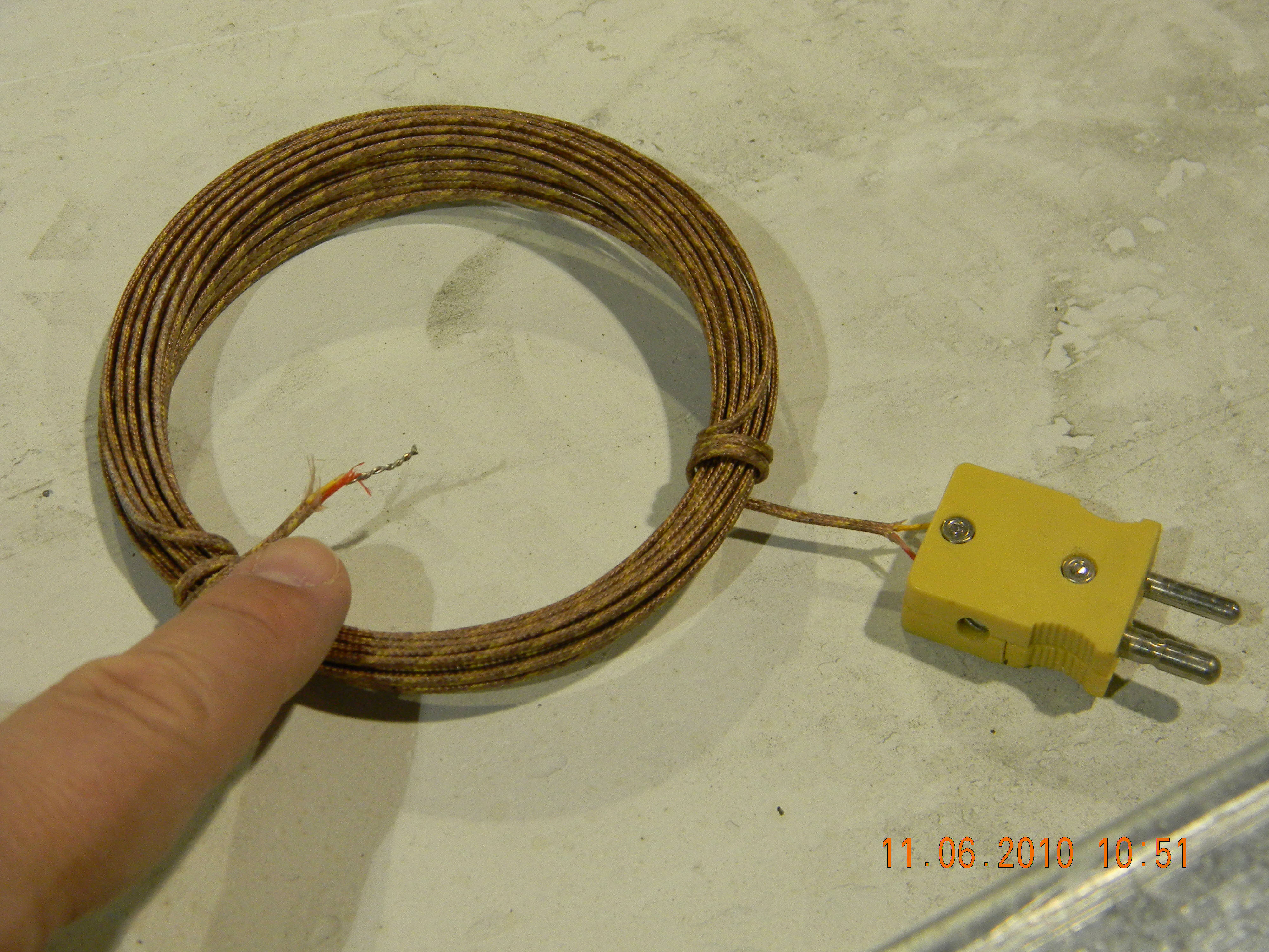 File:Thermocouple wire with plug.jpg - Wikimedia Commons