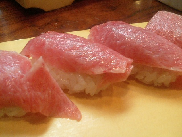 https://commons.wikimedia.org/wiki/File:Tuna_Sushi.jpg
