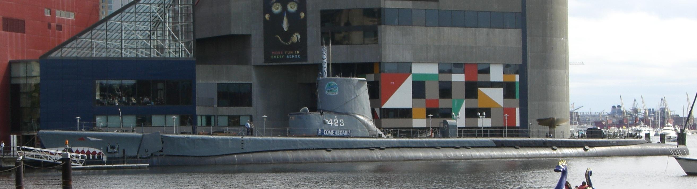 USS_Torsk_SS-423_Baltimore_Oct2008.jpg