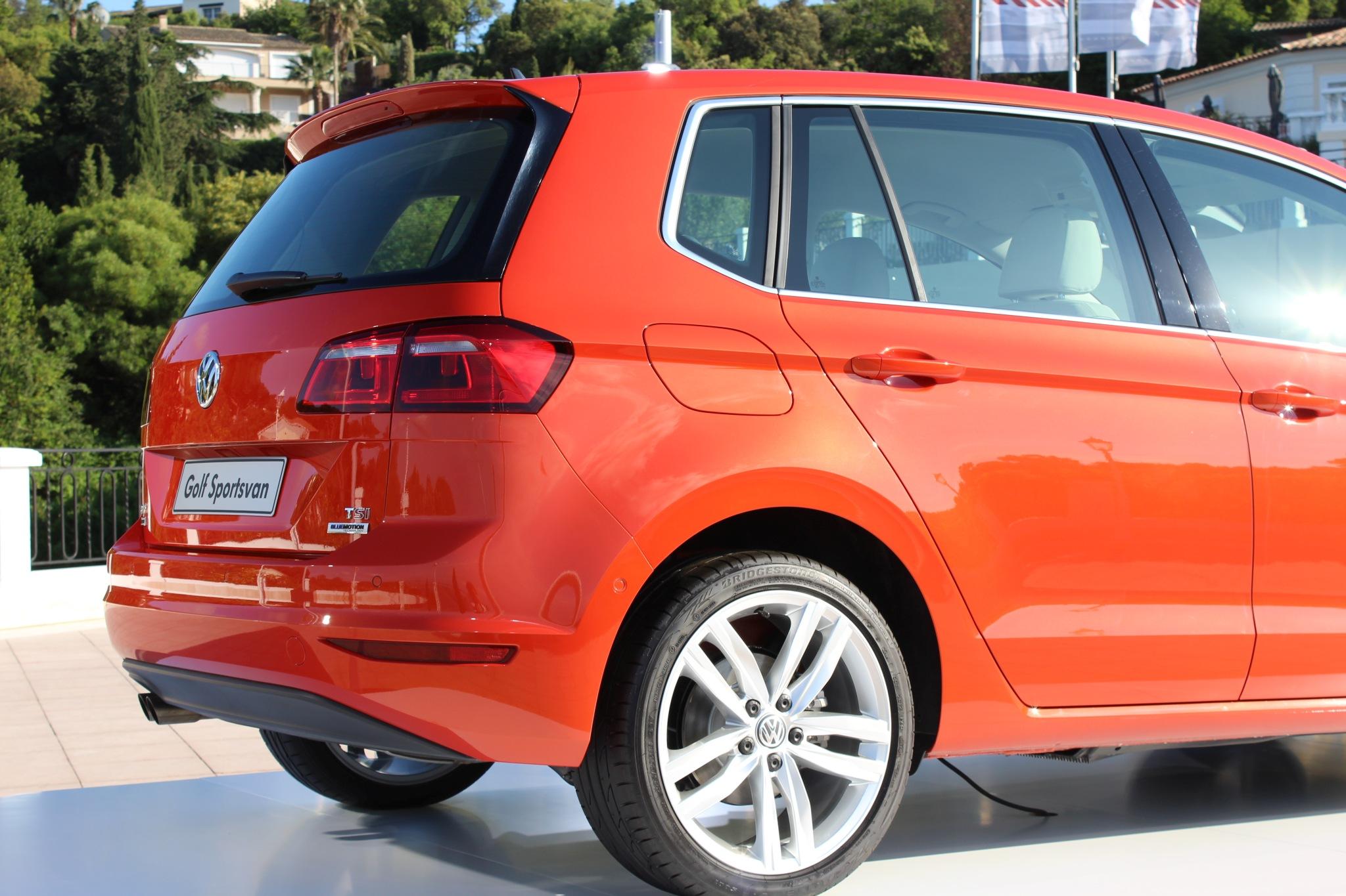 File:VW Golf Sportsvan (14191569446).jpg - Wikimedia Commons